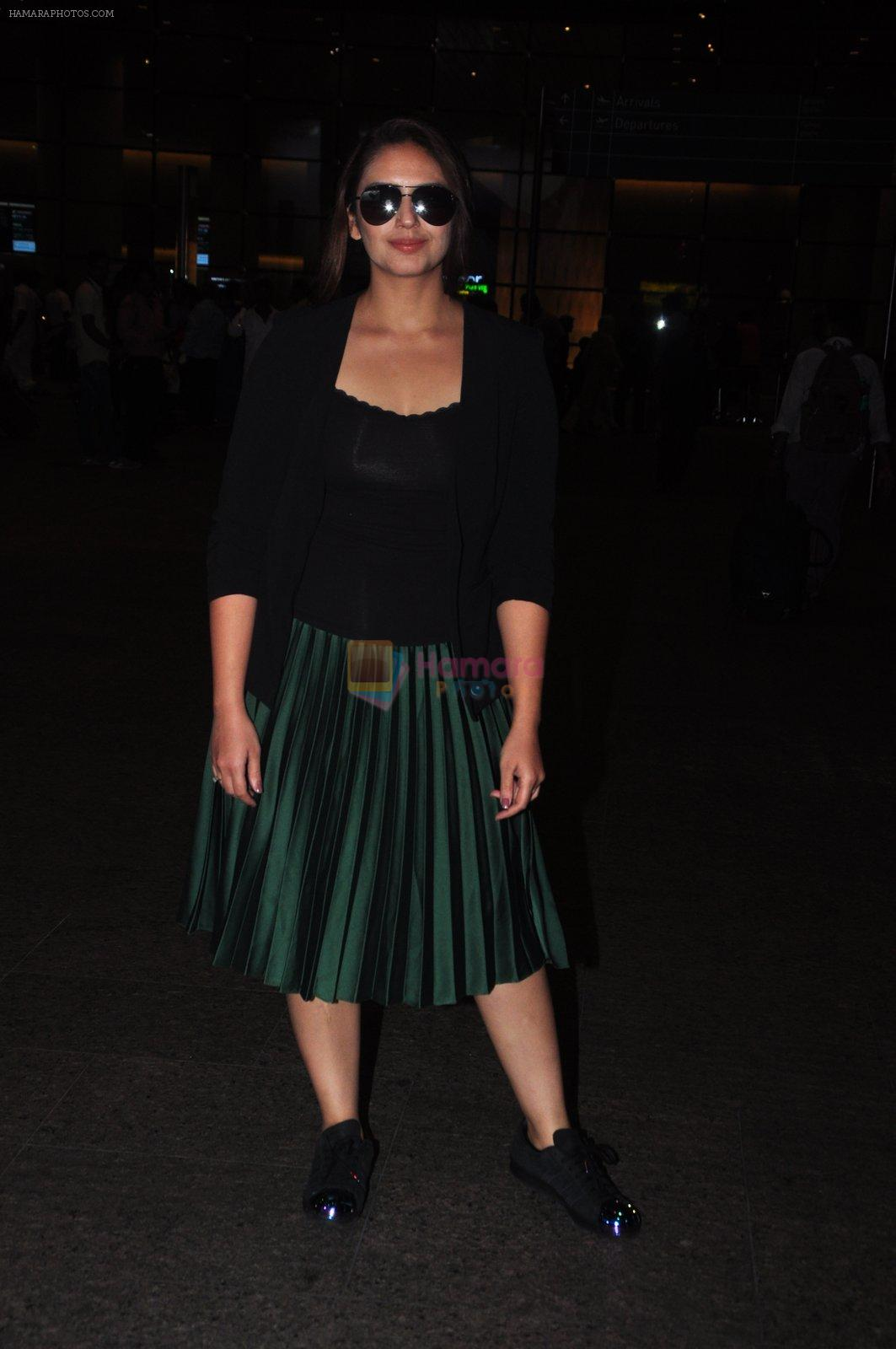 Huma Qureshi snapped at airport on 16th Oct 2016