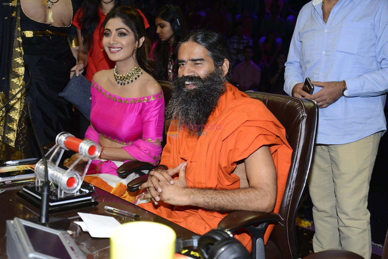 Baba Ramdev, Shilpa Shetty on the sets of Super Dancer on 16th Oct 2016
