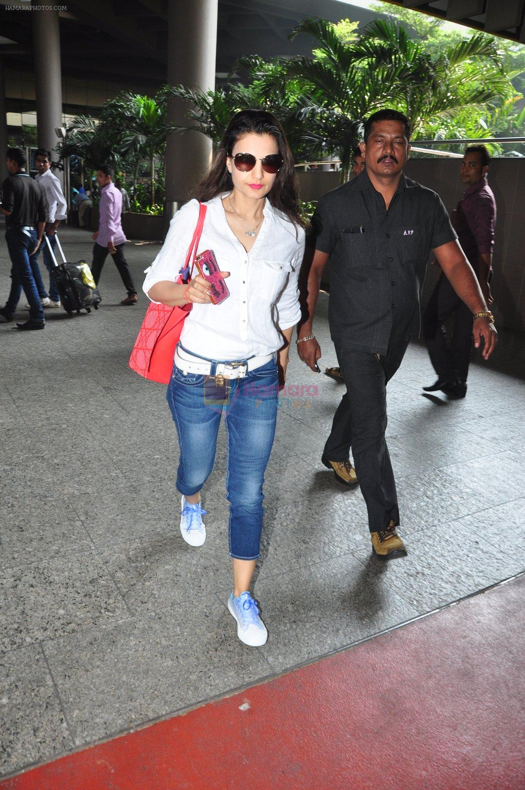 Ameesha Patel snapped at airport on 16th Oct 2016