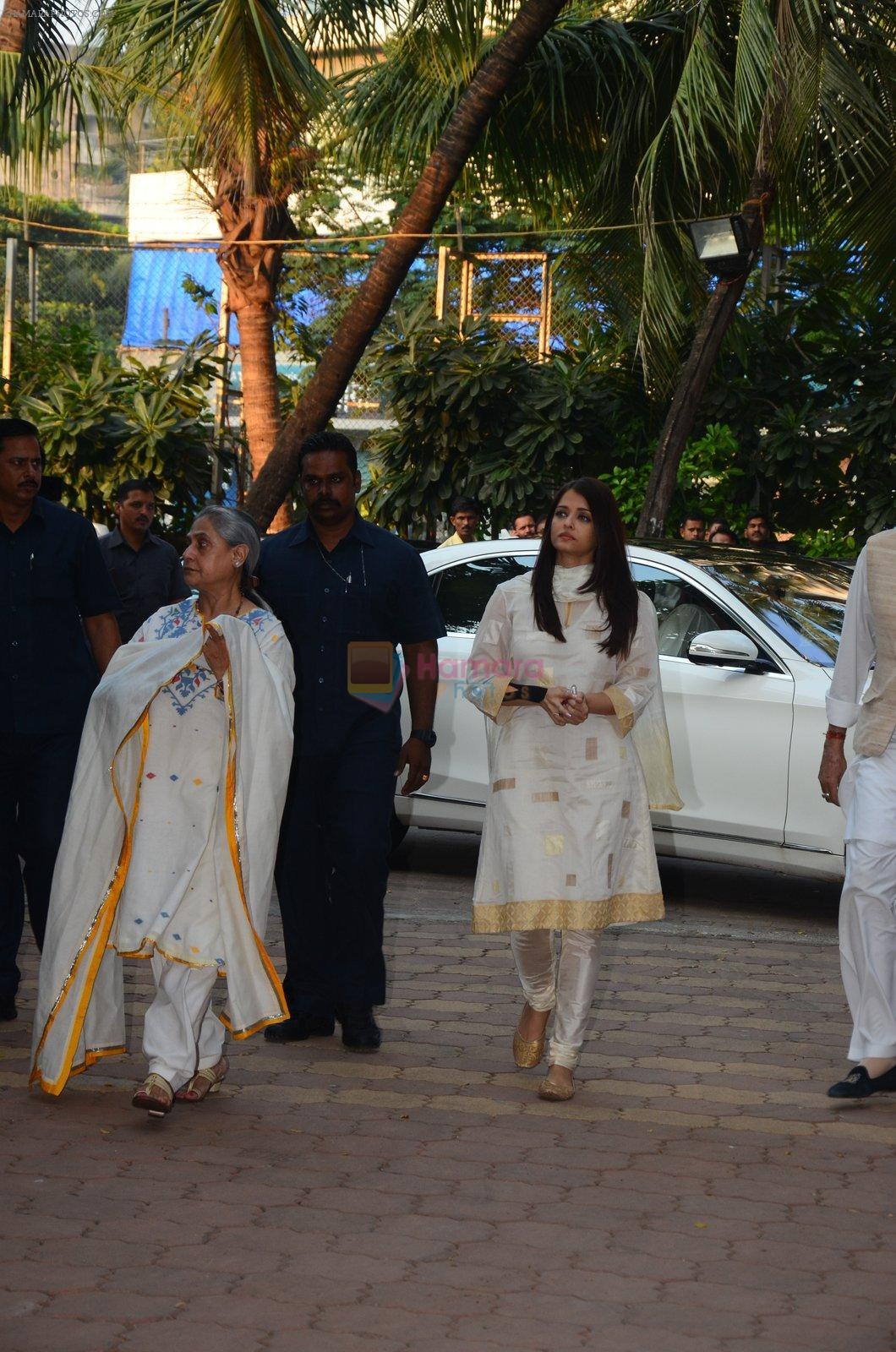 Aishwarya Rai Bachchan, Jaya Bachchan at Shilpa Shetty's father's chautha on 15th Oct 2016
