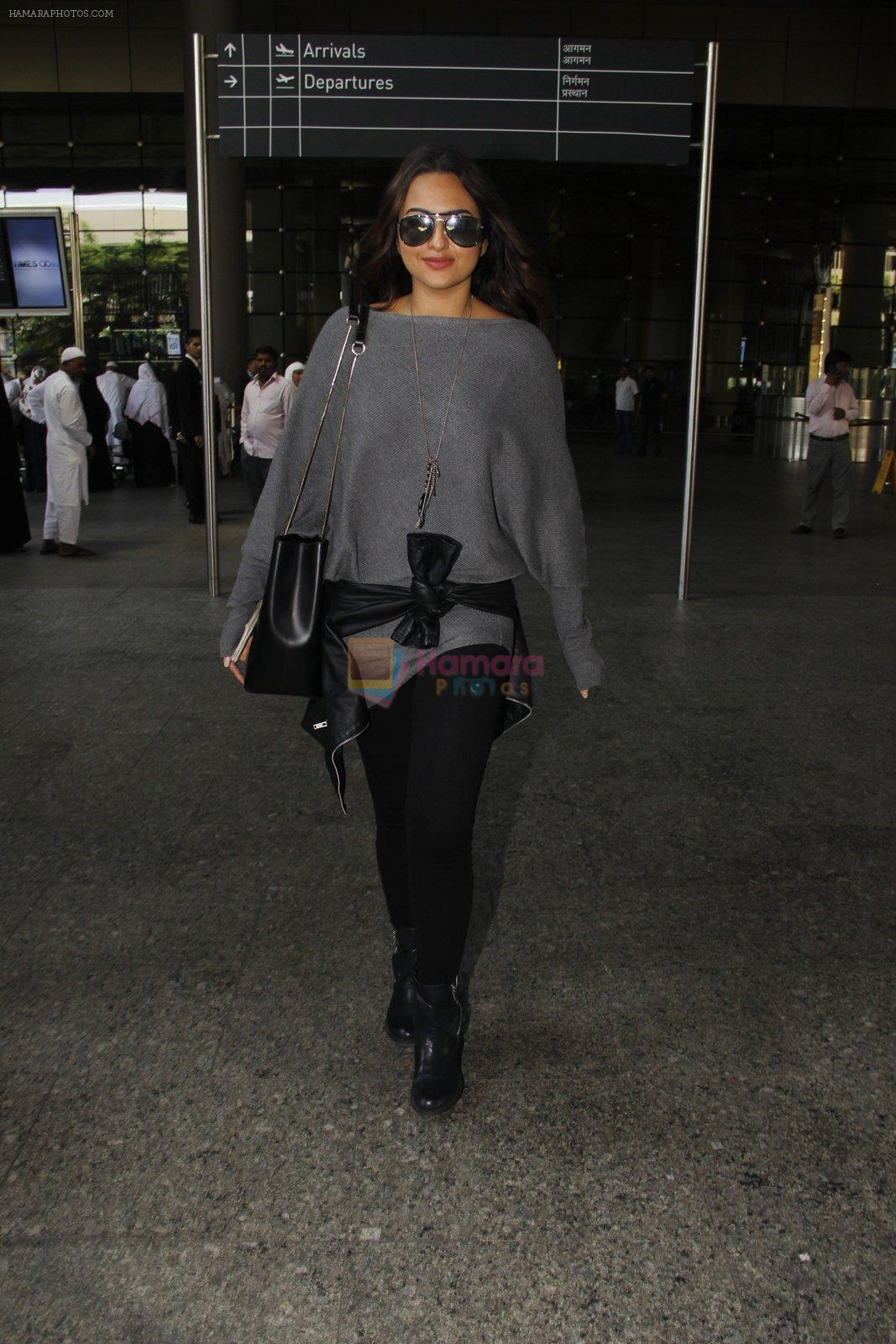 Sonakshi Sinha snapped at airport on 18th Oct 2016