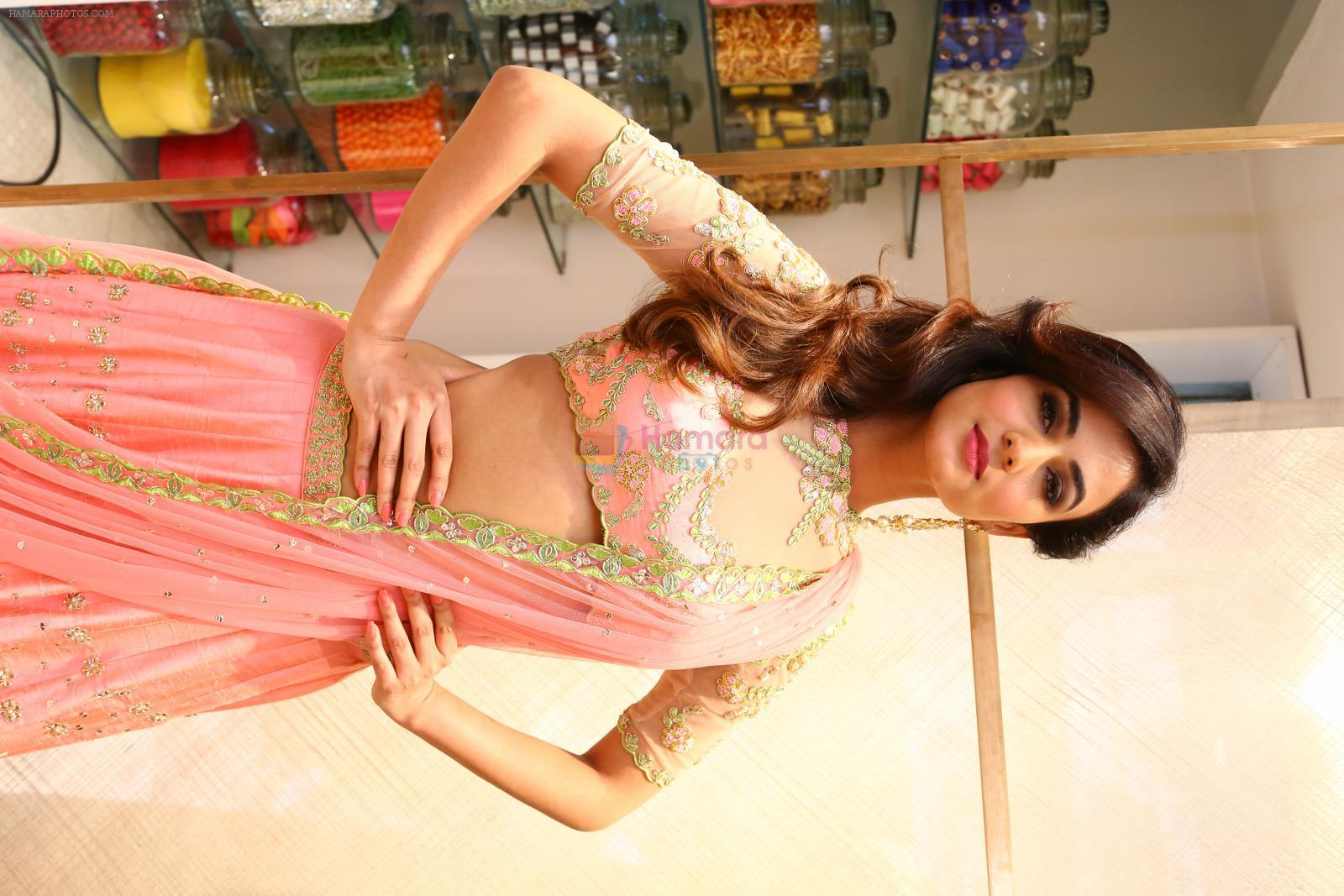Sonal Chauhan at Lakme Fashion Week at Elahe and Heroines on 18th Oct 2016