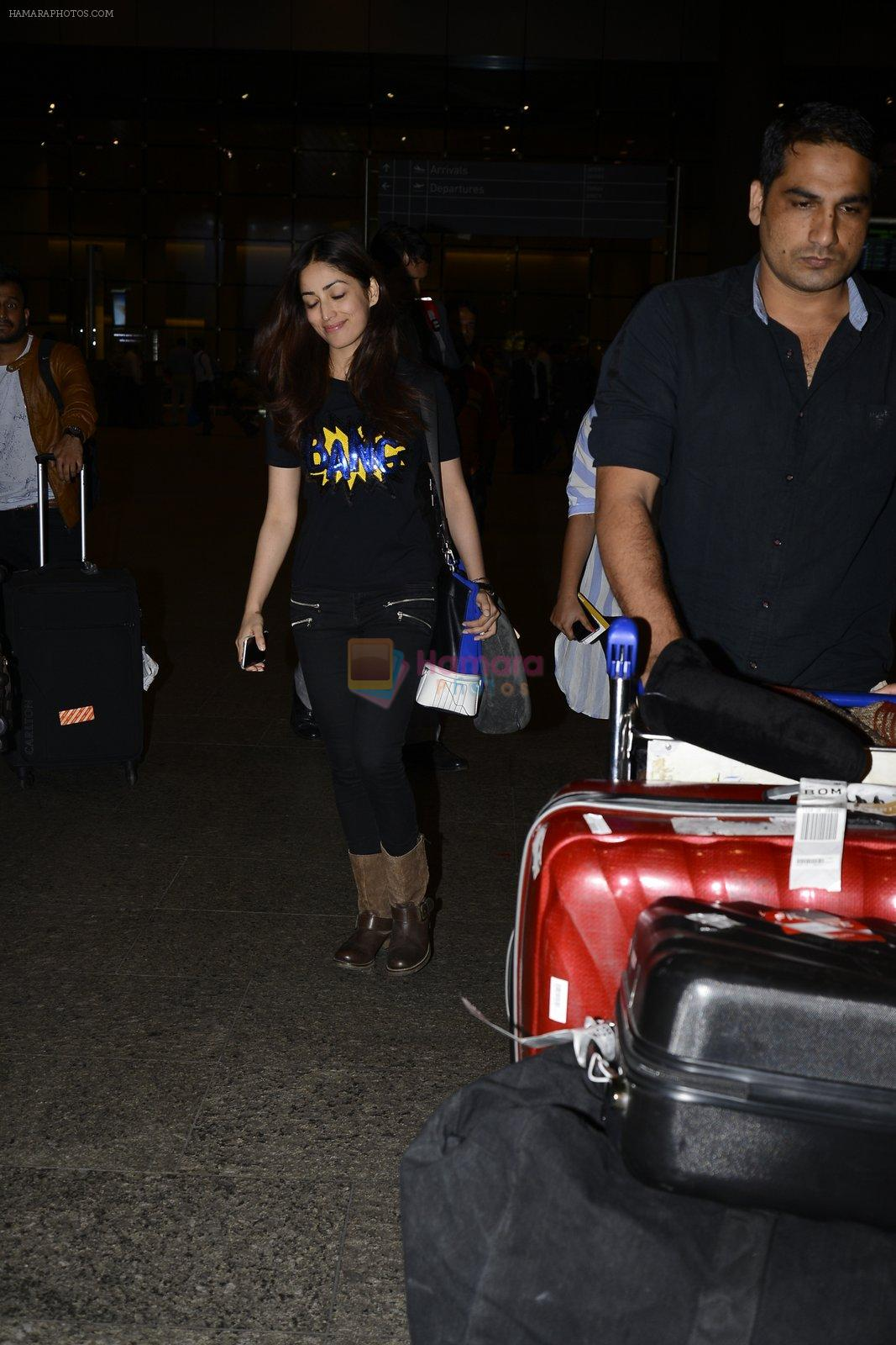 Yami Gautam snapped at airport on 25th Oct 2016