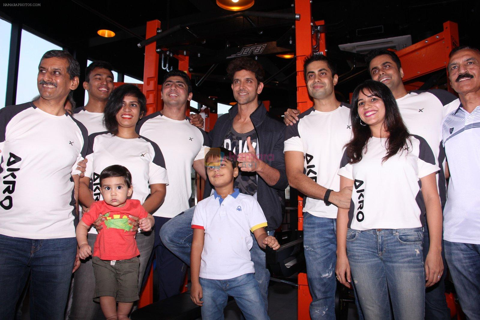 Hrithik Roshan at Akro gym launch in Mumbai on 12th Nov 2016