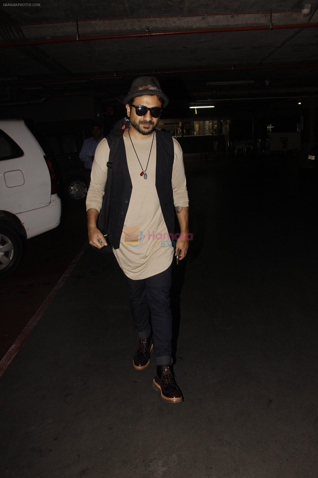 Vir Das snapped at airport on 12th Nov 2016