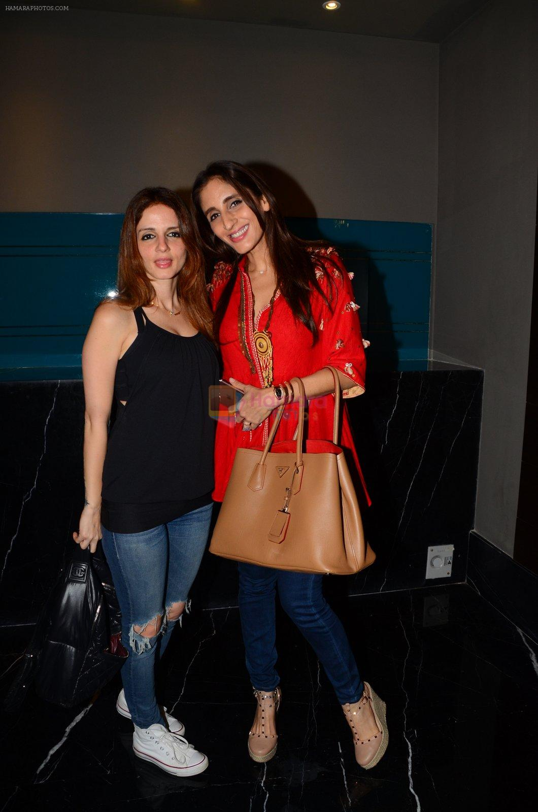 Suzanne Khan, Farah Ali KHan at Twinkle Khanna's book launch in J W Marriott, Mumbai on 15th Nov 2016