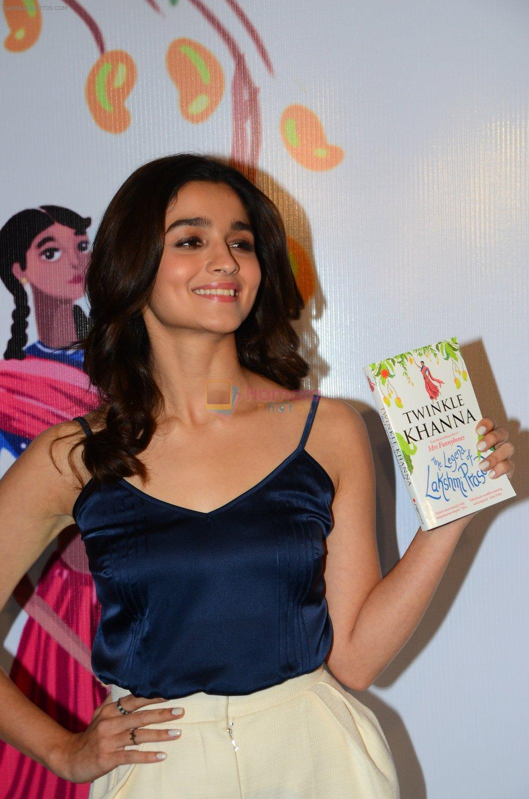Alia Bhatt at Twinkle Khanna's book launch in J W Marriott, Mumbai on 15th Nov 2016