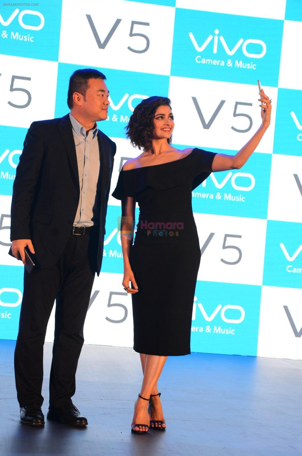 Prachi Desai endorses Vivo phone in Mumbai on 16th Nov 2016