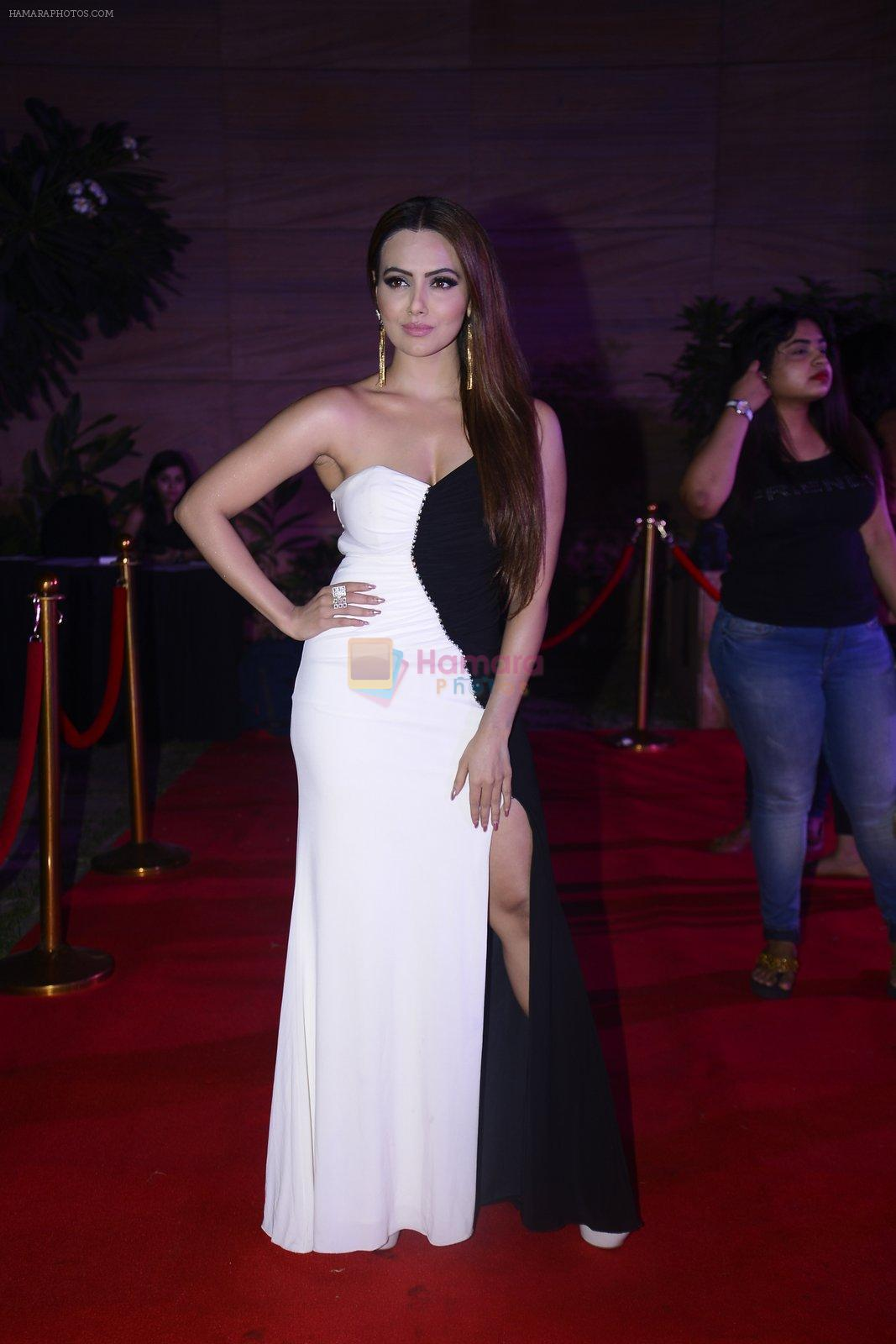 Sana Khan at Femina Salon And Spa Hair Heroes awards on 16th Nov 2016