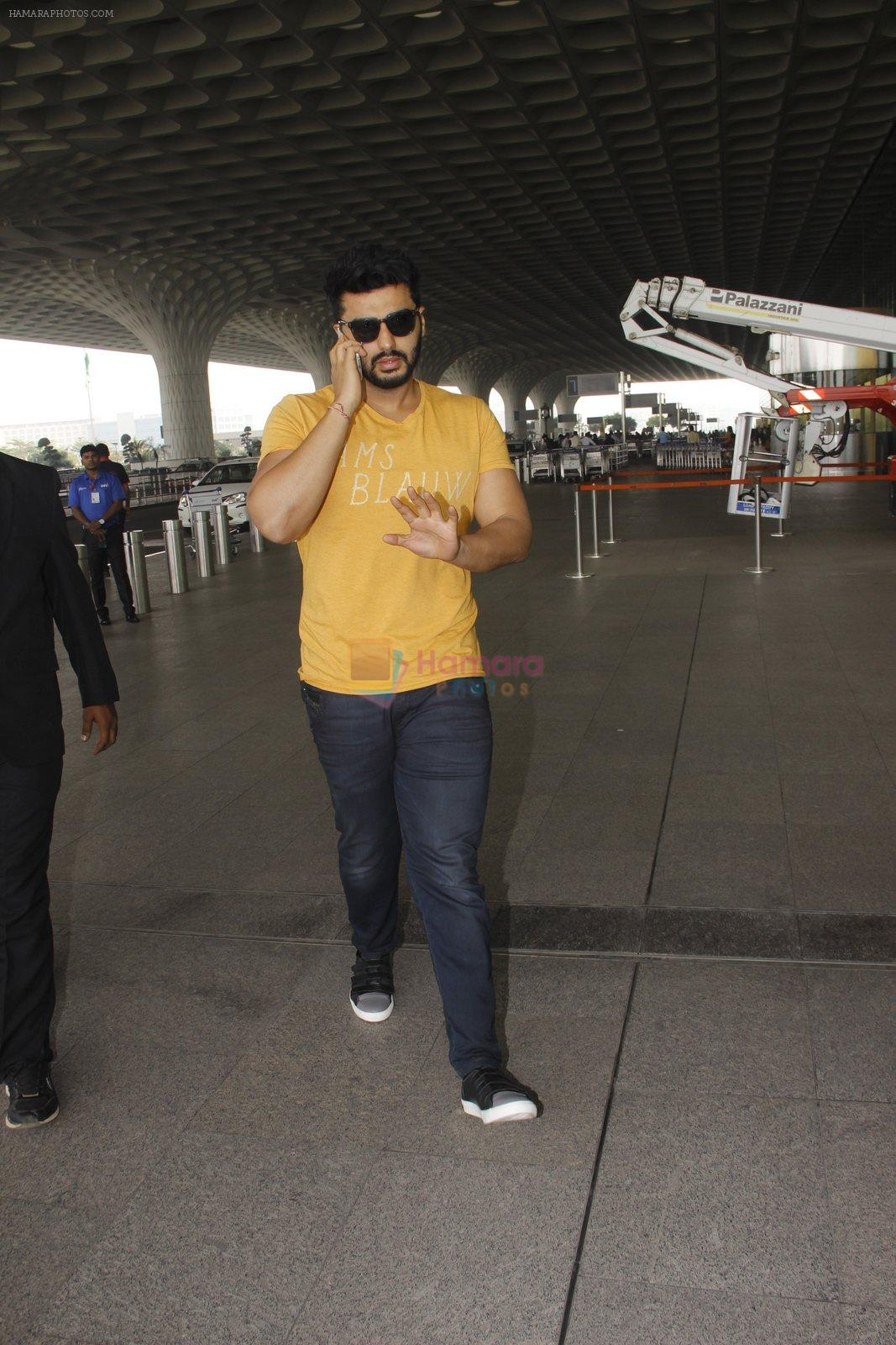 Arjun Kapoor snapped at airport on 16th Nov 2016