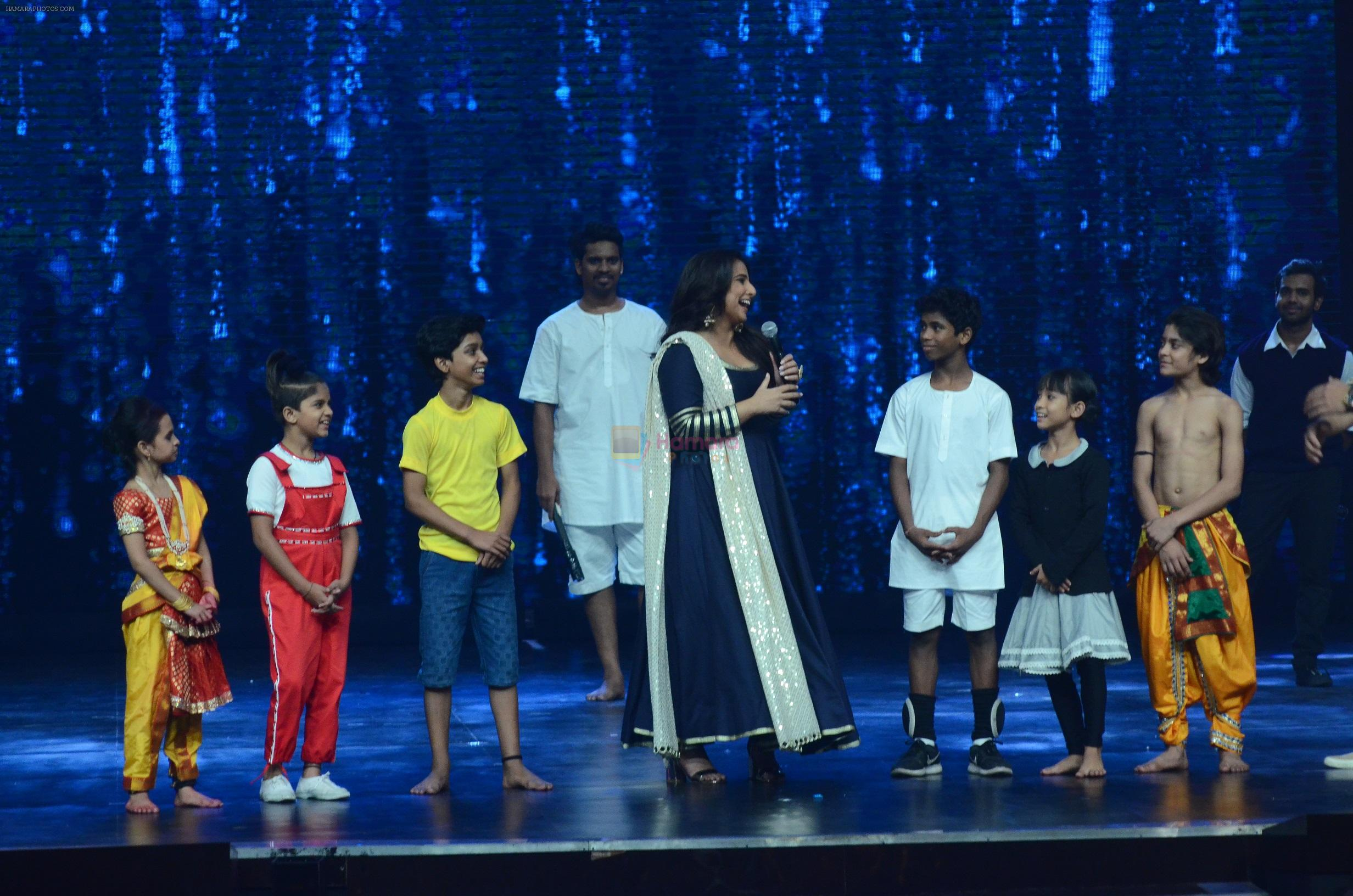 Vidya Balan on the sets of Super Dancer on 16th Nov 2016
