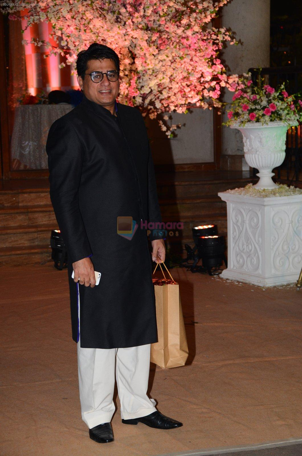 Ayub Khan at Wedding reception of stylist Shaina Nath daughter of Rakesh Nath on 17th Nov 2016