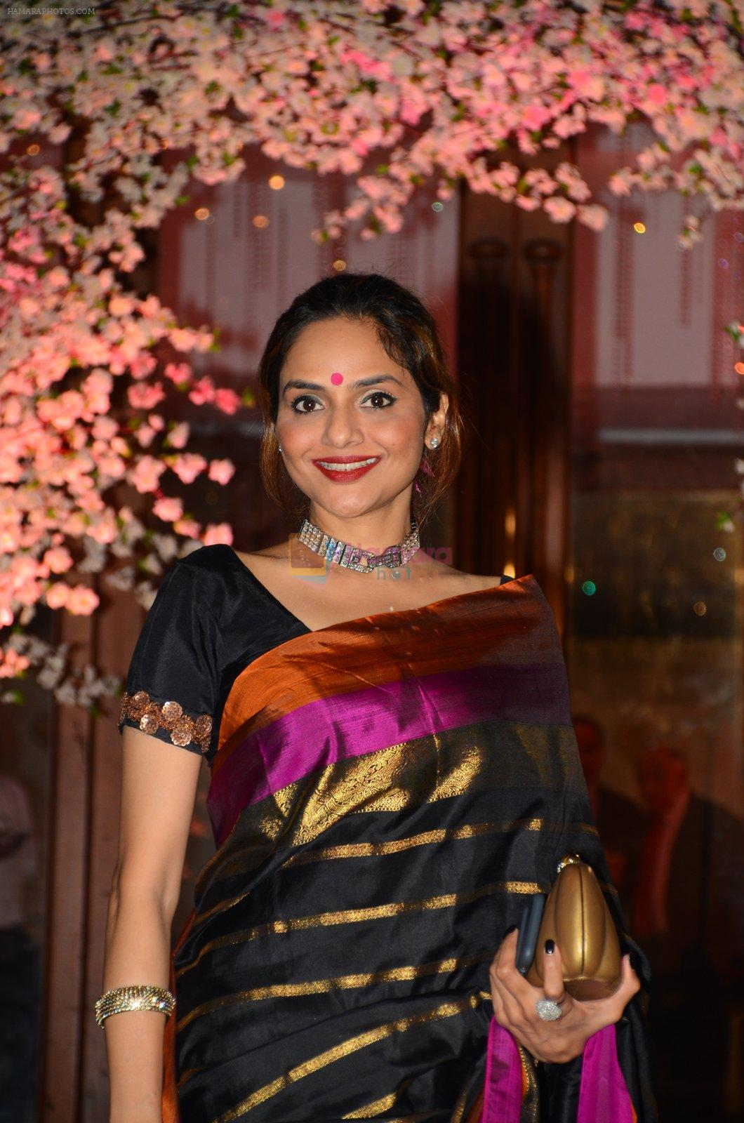 Madhoo Shah at Wedding reception of stylist Shaina Nath daughter of Rakesh Nath on 17th Nov 2016