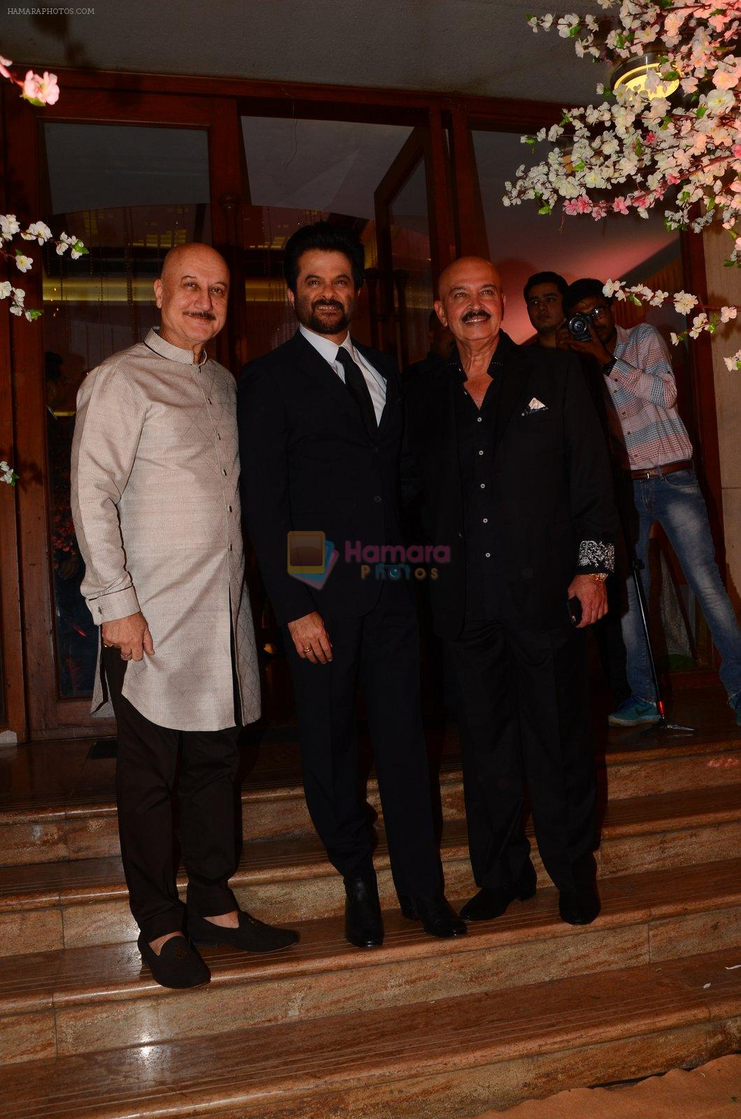 Anupam Kher, Anil Kapoor, Rakesh Roshan at Wedding reception of stylist Shaina Nath daughter of Rakesh Nath on 17th Nov 2016