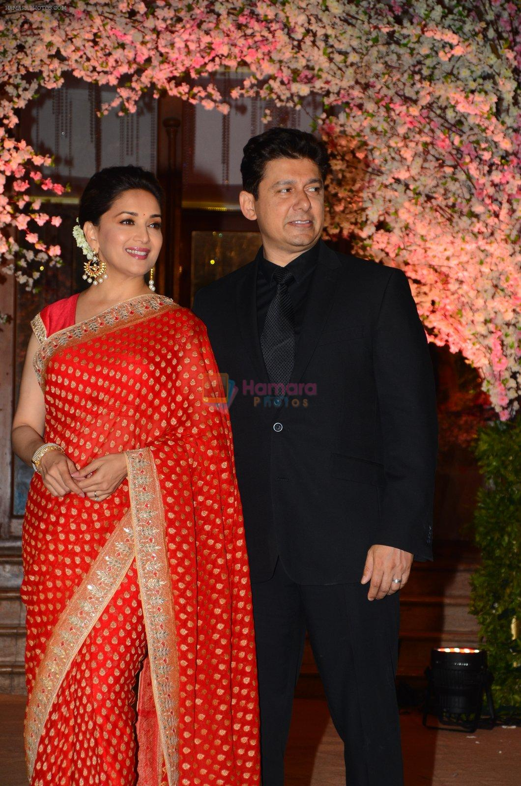 Madhuri Dixit, Sriram Nene at Wedding reception of stylist Shaina Nath daughter of Rakesh Nath on 17th Nov 2016