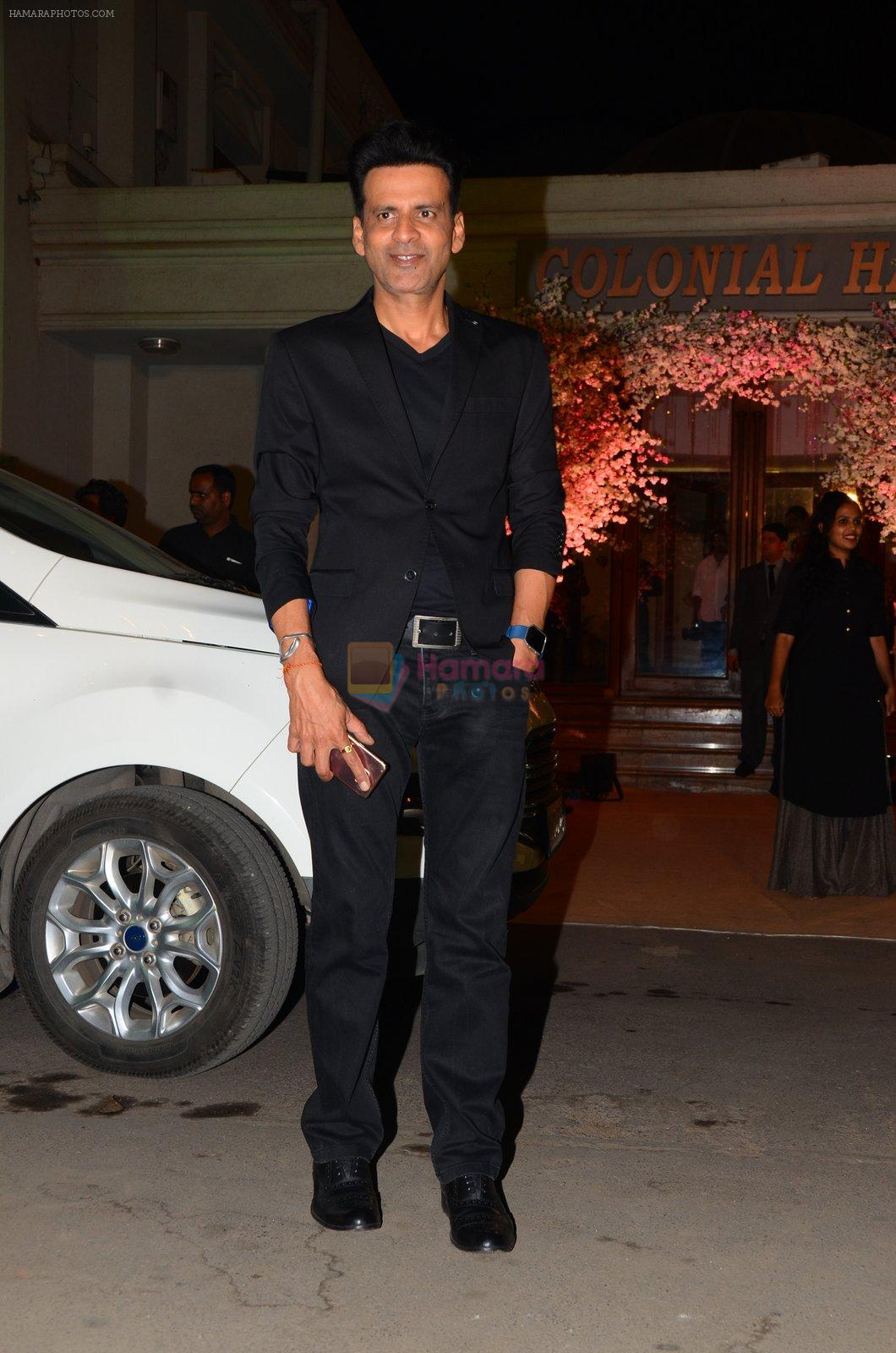 Manoj Bajpai at Wedding reception of stylist Shaina Nath daughter of Rakesh Nath on 17th Nov 2016