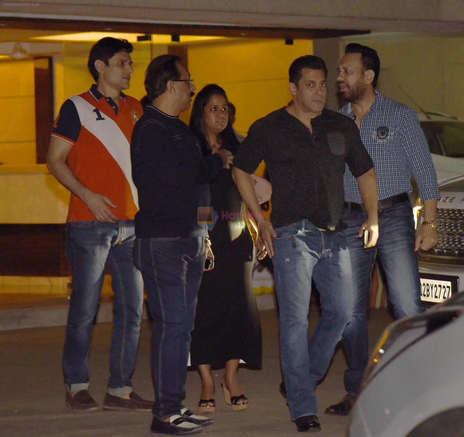 Salman Khan, Arpita Khan at Arpita Khan anniversary bash in Mumbai on 17th Nov 2016