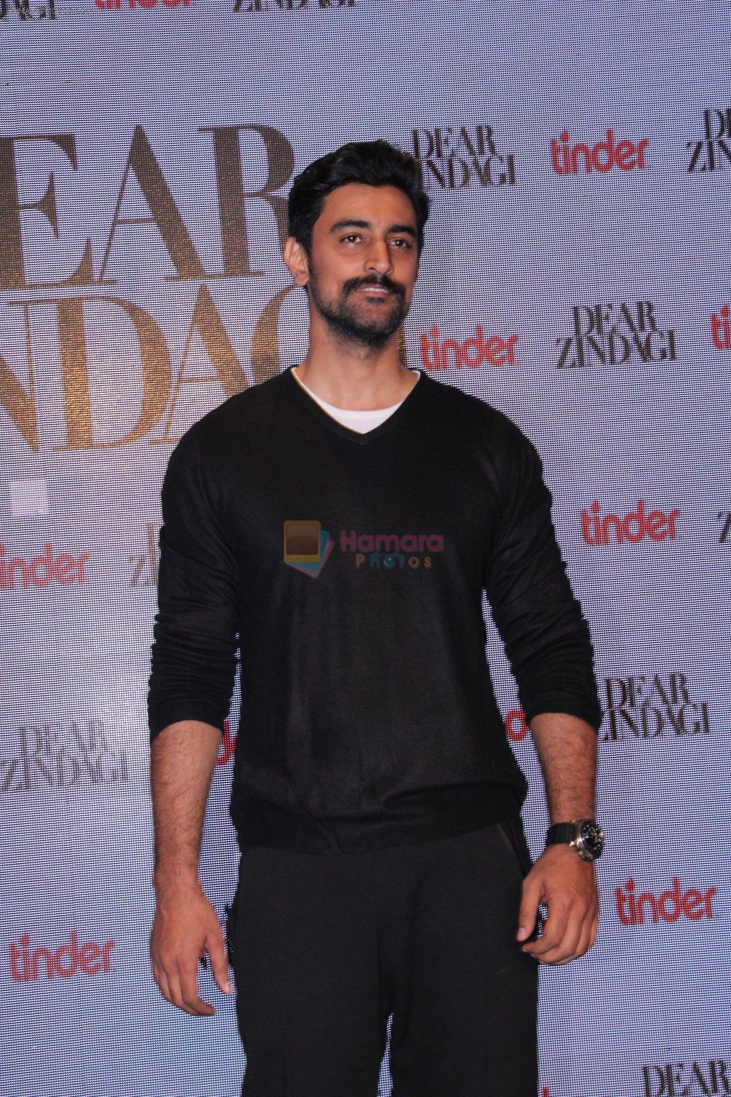 Alia Bhatt, Kunal Kapoor at Tinder bash on 17th Nov 2016
