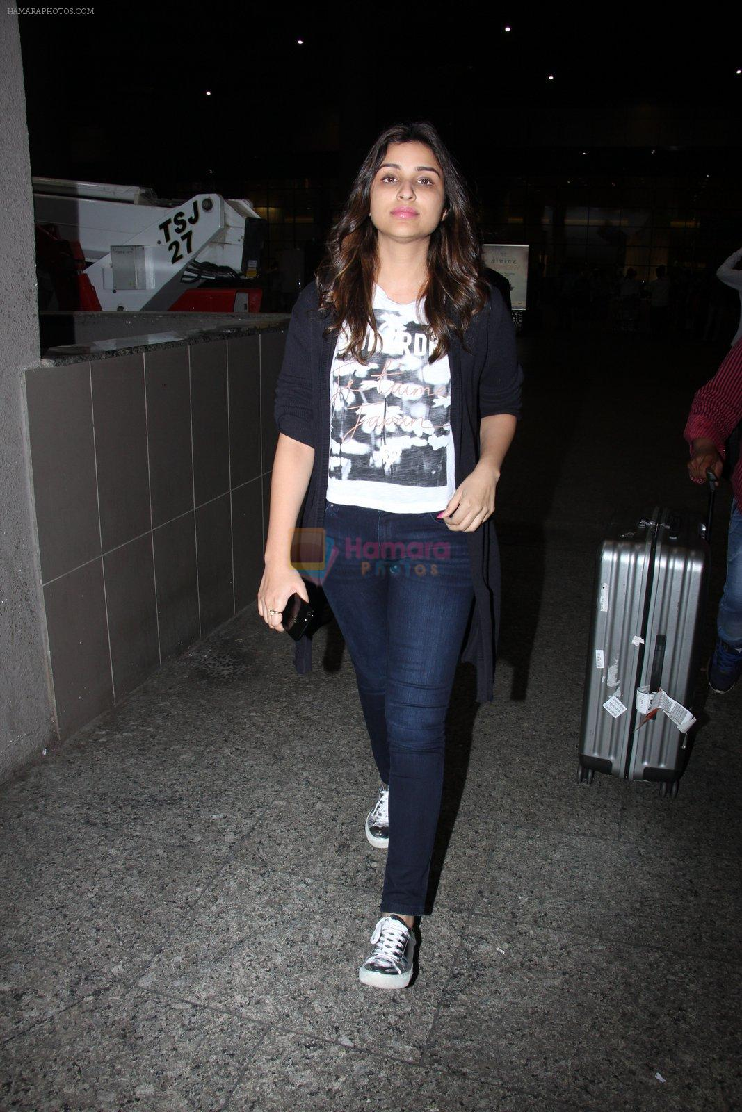 Parineeti Chopra snapped at airport on 17th Nov 2016