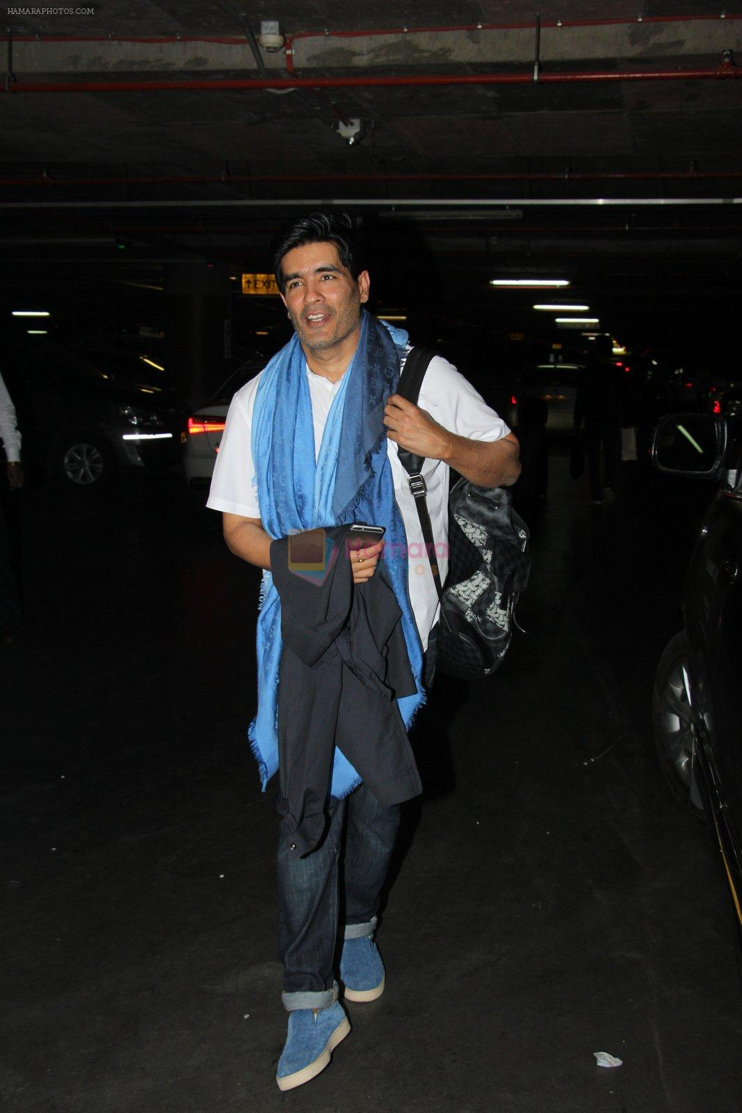 Manish Malhotra snapped at airport on 17th Nov 2016