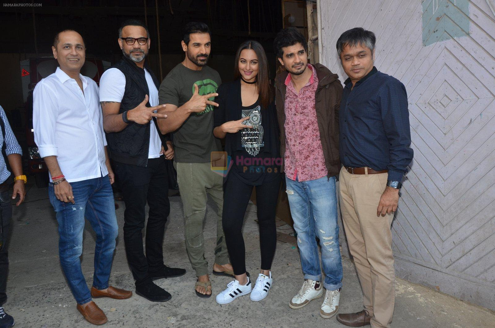Sonakshi Sinha, John Abraham, Tahir Bhasin, Abhinay Deo at Force 2 photo shoot in Mumbai on 17th Nov 2016