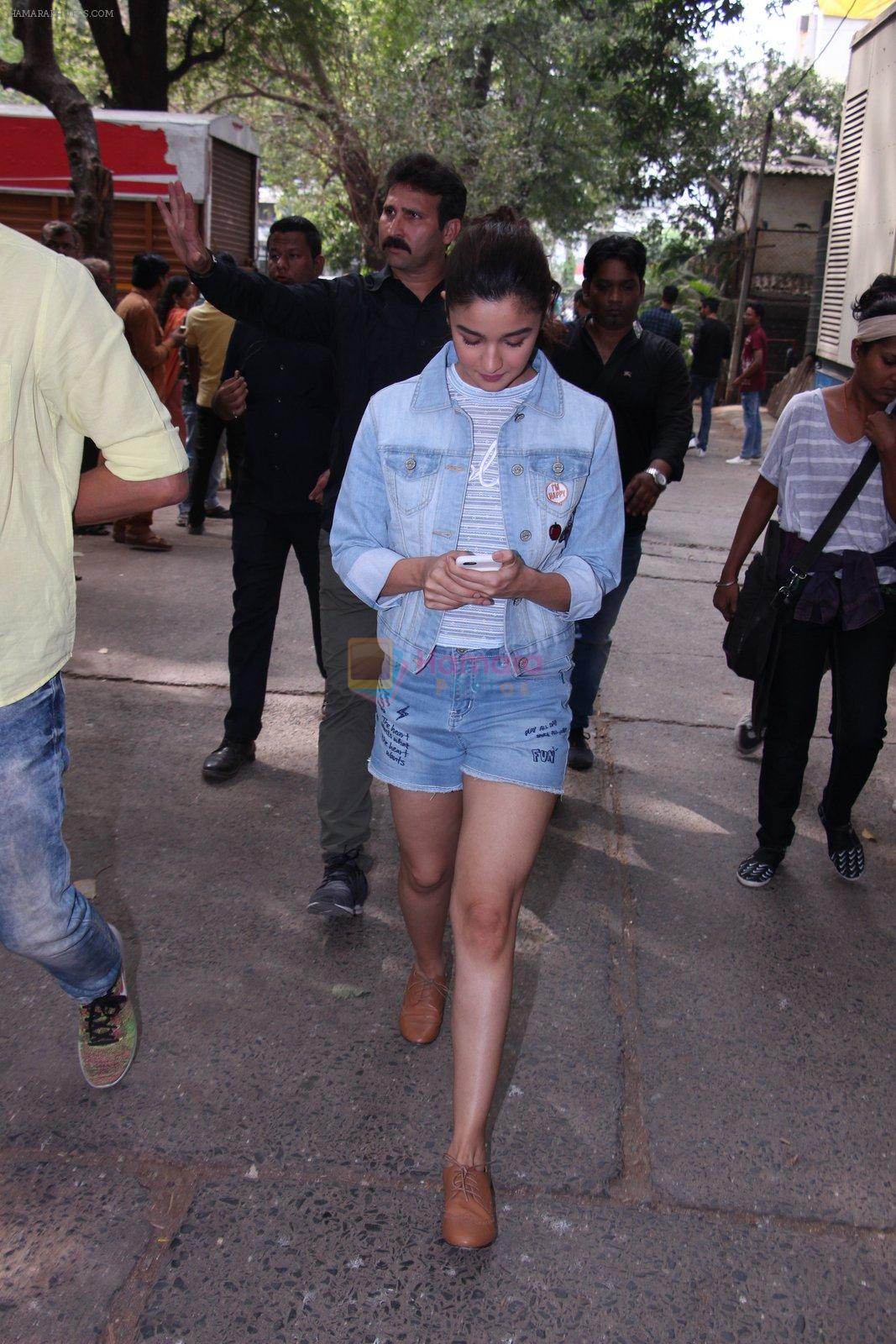 Alia Bhatt snapped in Mumbai on 18th Nov 2016