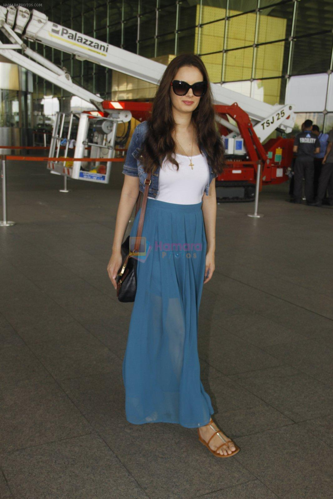 Evelyn Sharma snapped at airport on 18th Nov 2016