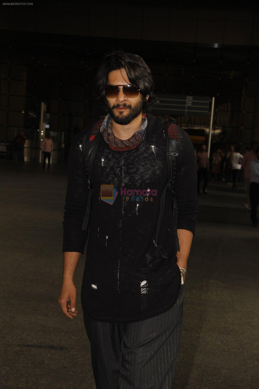 Ali Fazal snapped at airport on 19th Nov 2016