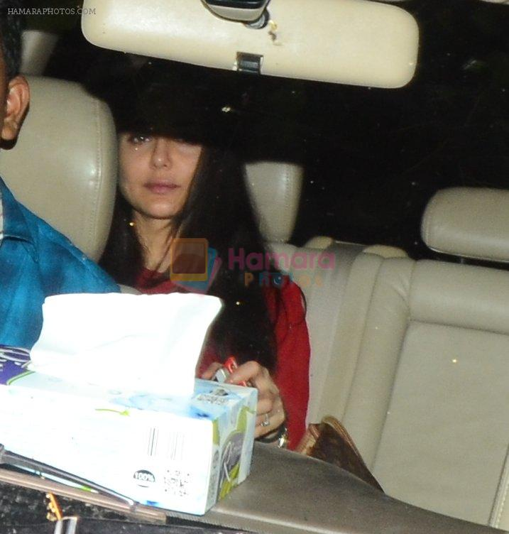 Preity Zinta snapped at Aamir's home on 21st Nov 2016