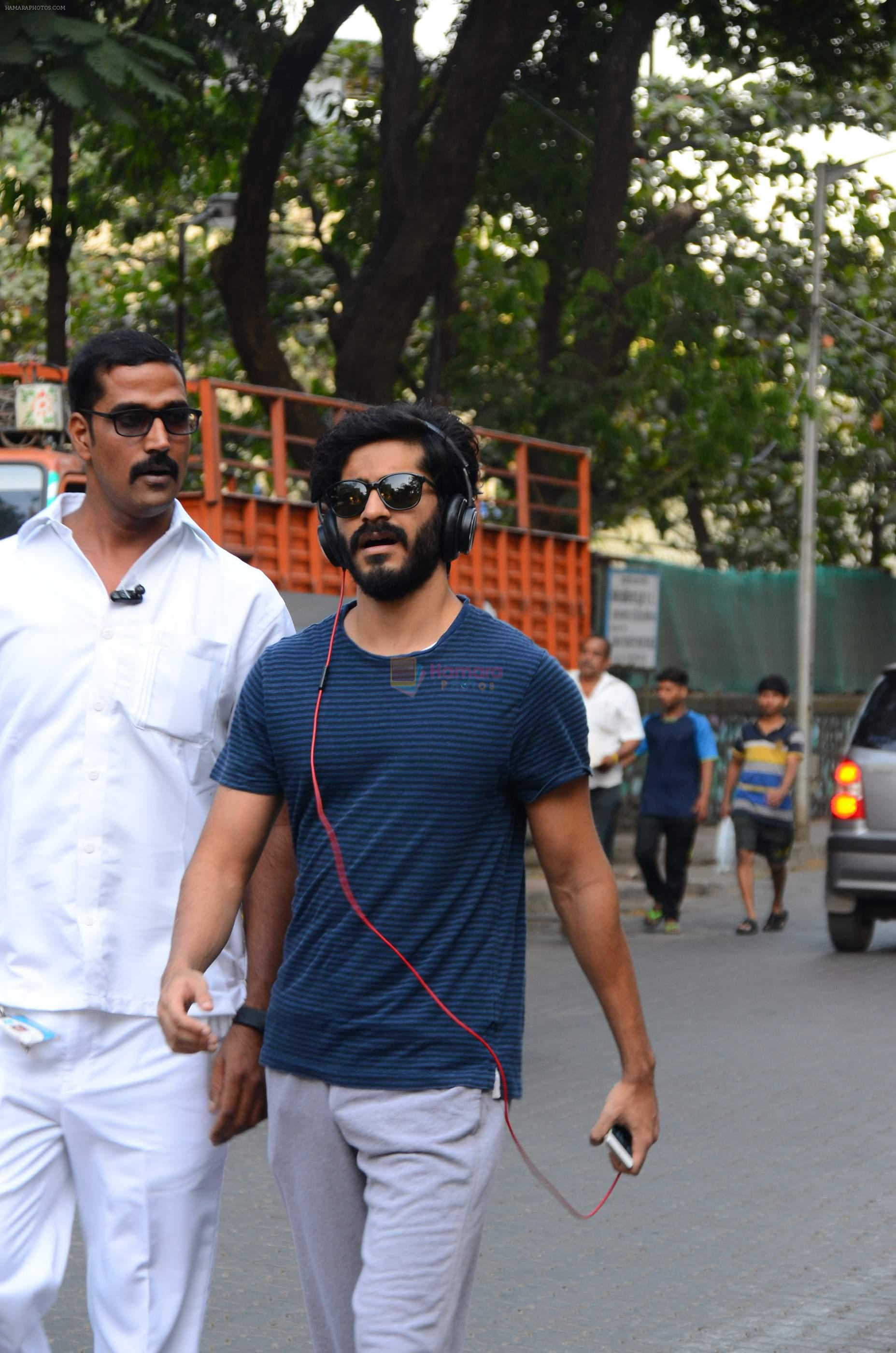 Harshvardhan Kapoor snapped taking a walk on 21st Nov 2016