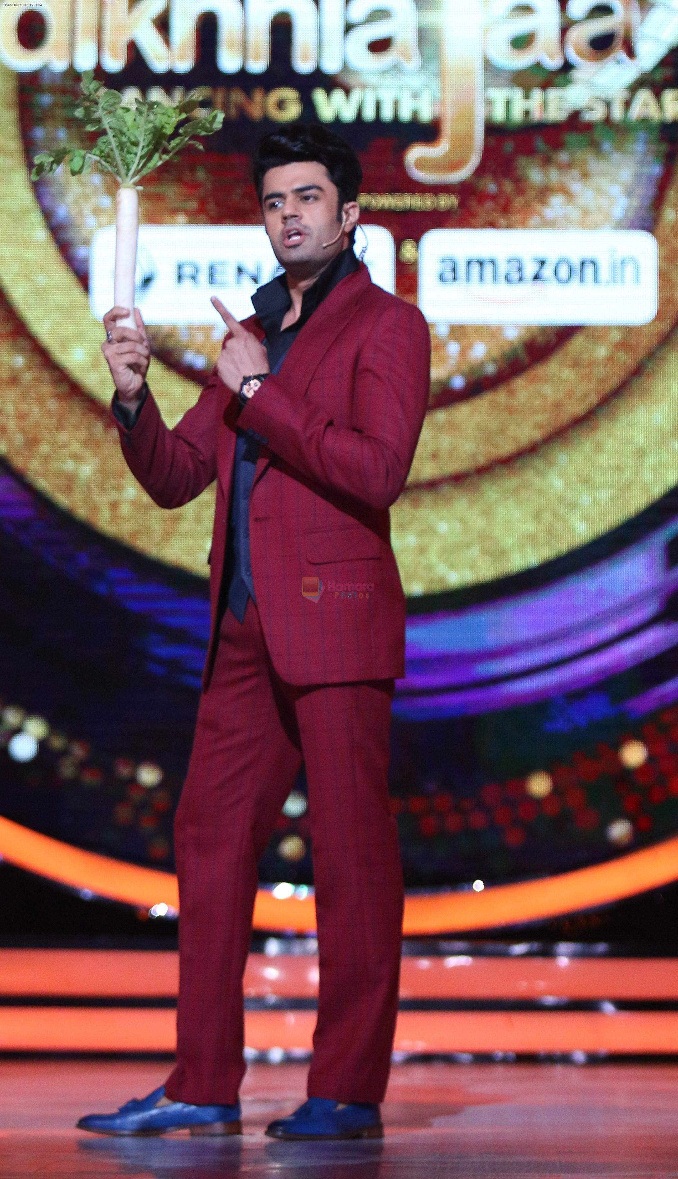 Manish Paul at his comical best on the sets of Jhalak Dikhhla Jaa
