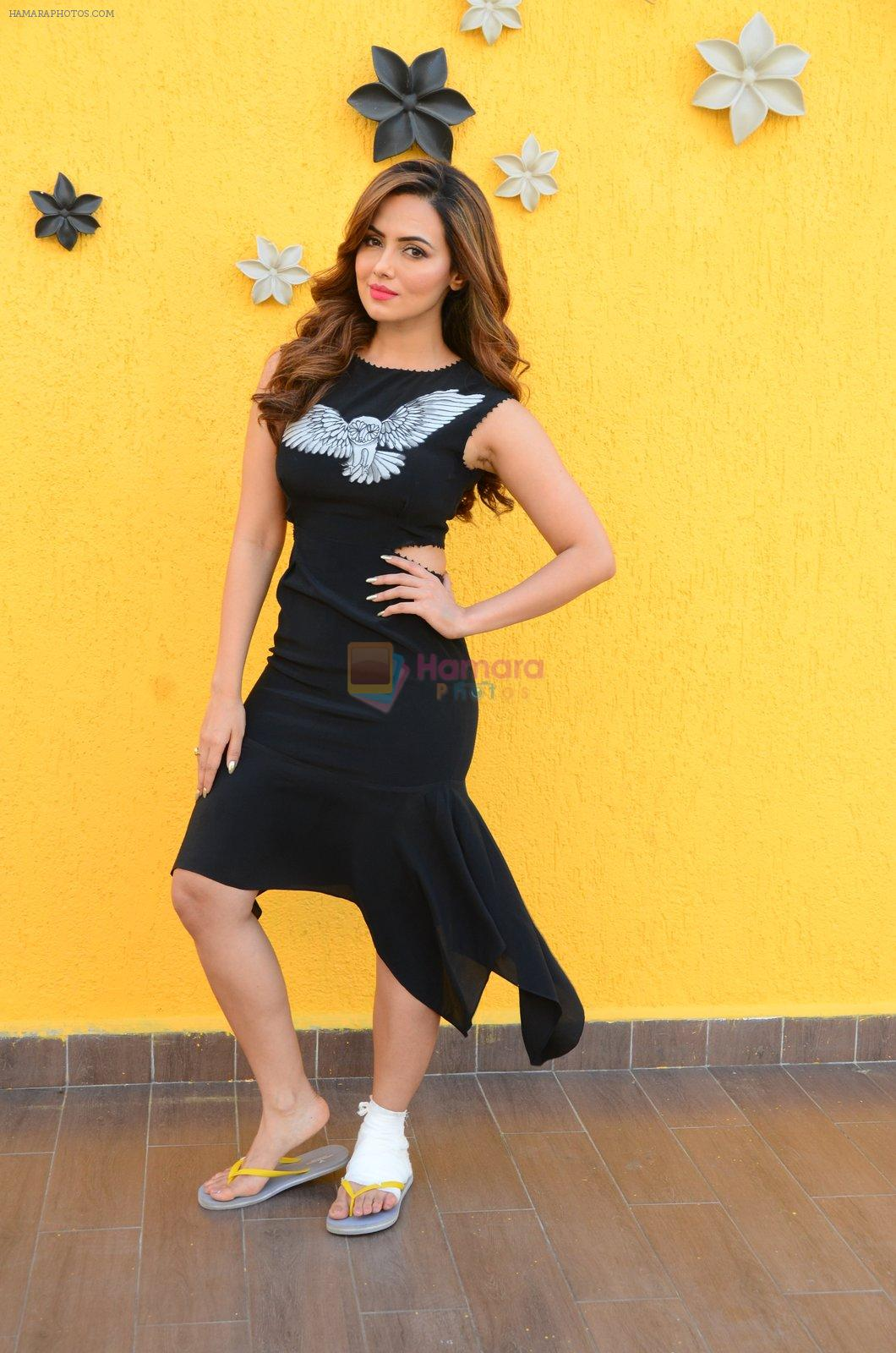 Sana Khan at Wajah Tum Ho film promotions in Mumbai on 22nd Nov 2016