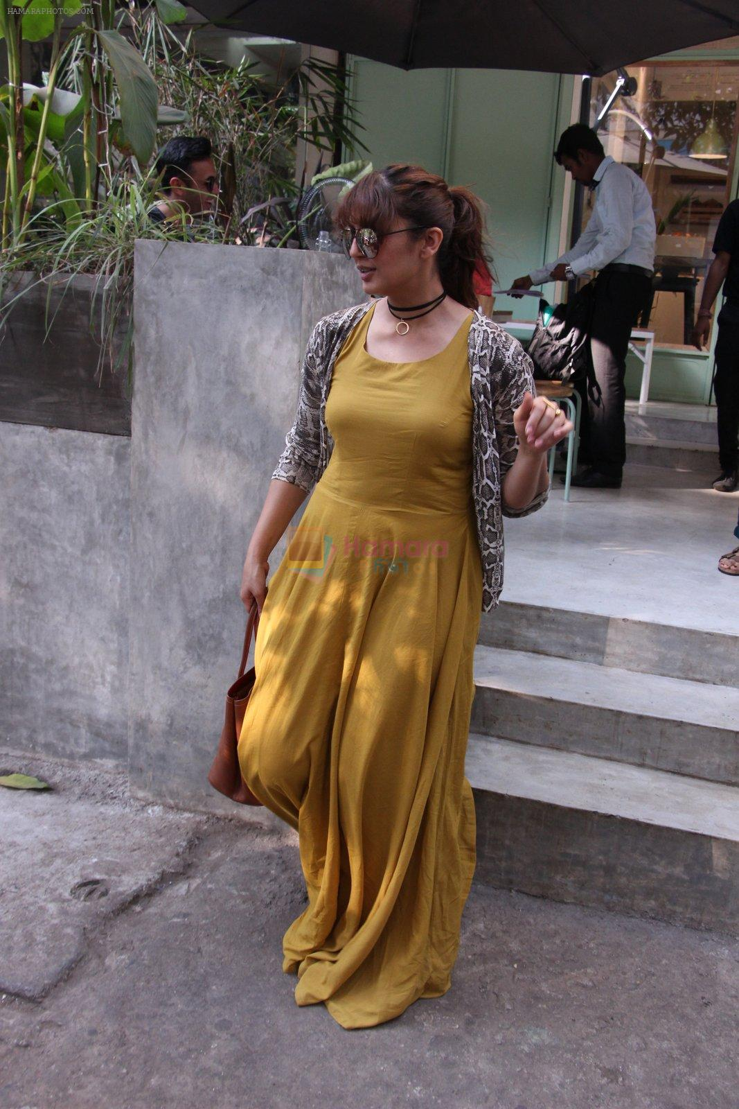 Huma Qureshi snapped in Bandra on 22nd Nov 2016