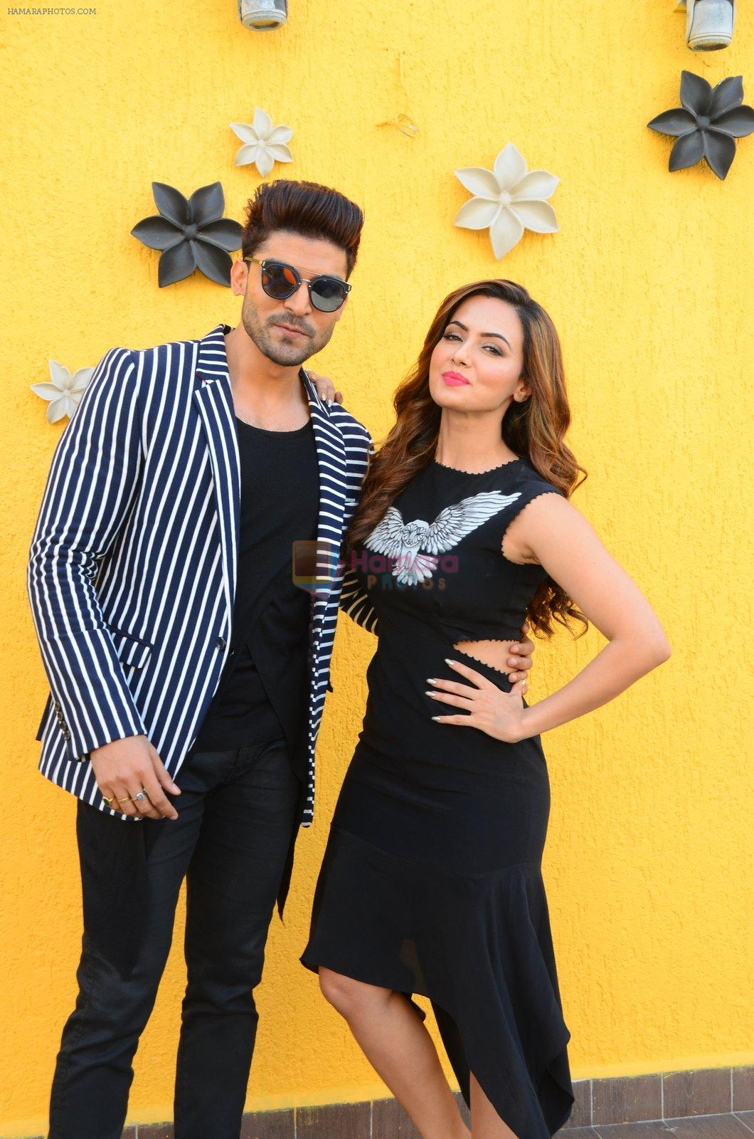 Sana Khan, Gurmeet Choudhary at Wajah Tum Ho film promotions in Mumbai on 22nd Nov 2016