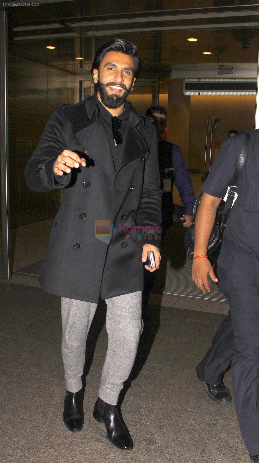 Ranveer Singh snapped at airport on 23rd Nov 2016