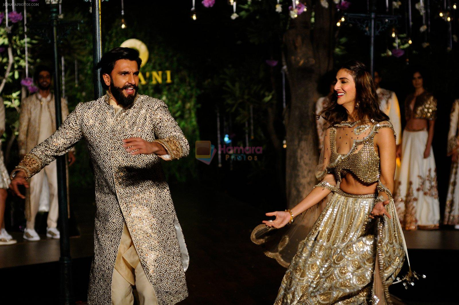 Ranveer Singh, Vaani Kapoor promote Befikre on 24th nov 2016
