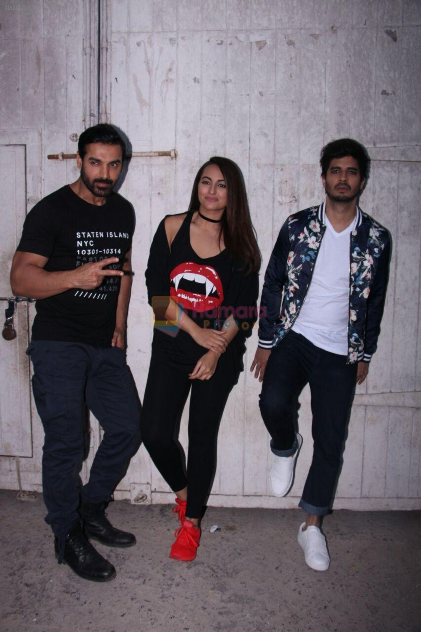 Sonakshi Sinha, John Abraham, Tahir Bhasin at the promotions of Force 2 on 25th Nov 2016