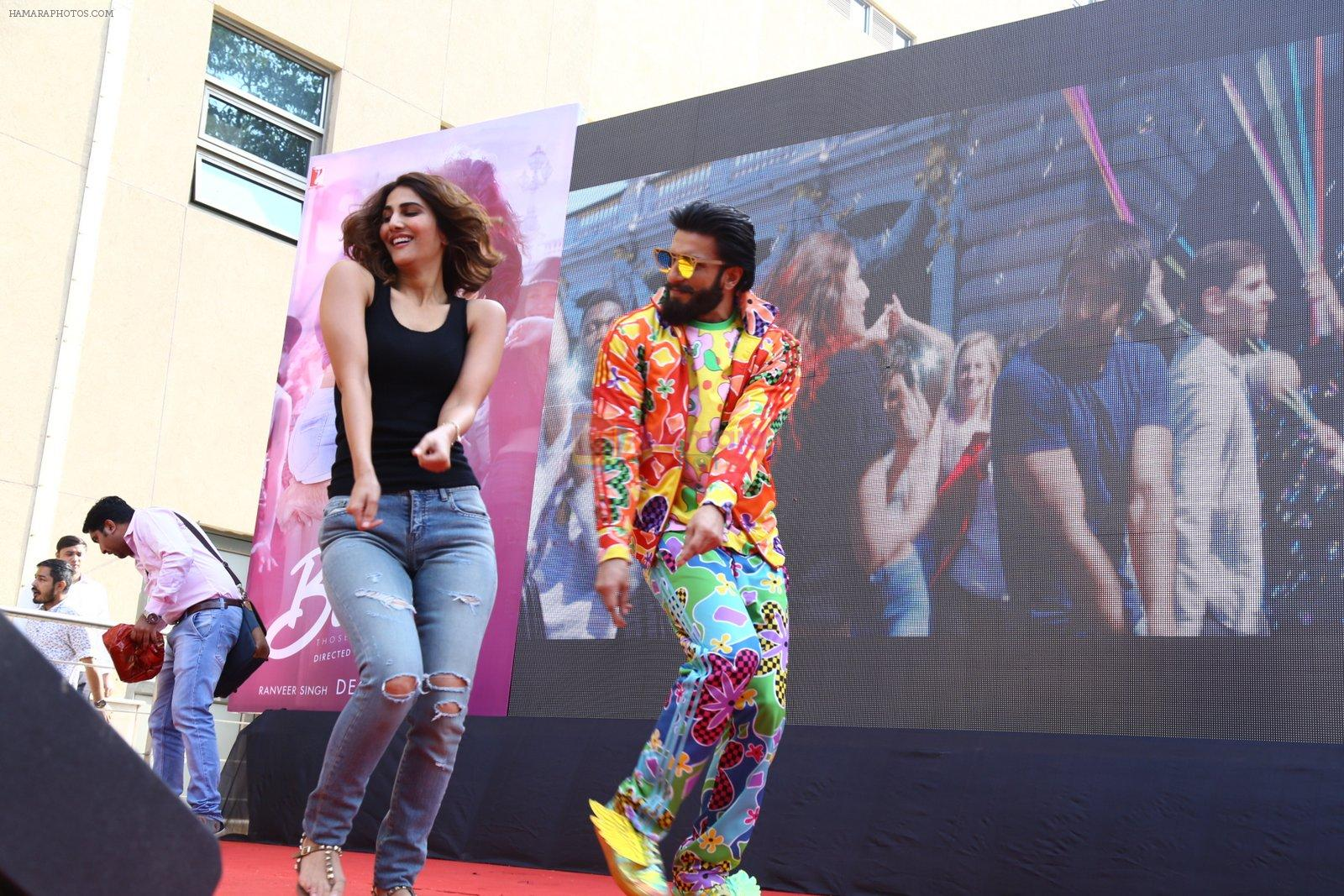 Ranveer Singh, Vaani Kapoor promote Befikre in Delhi University on 24th Nov 2016
