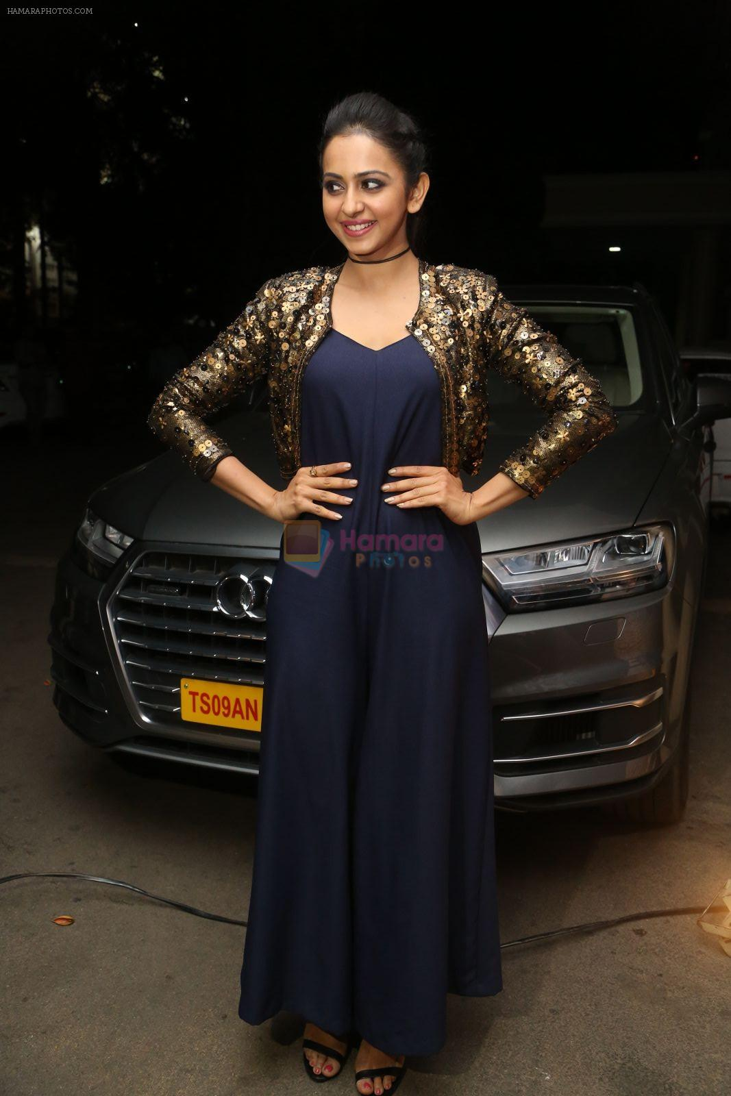 Rakul Preet Singh in Nitya Bajaj snapped on 25th Nov 2016