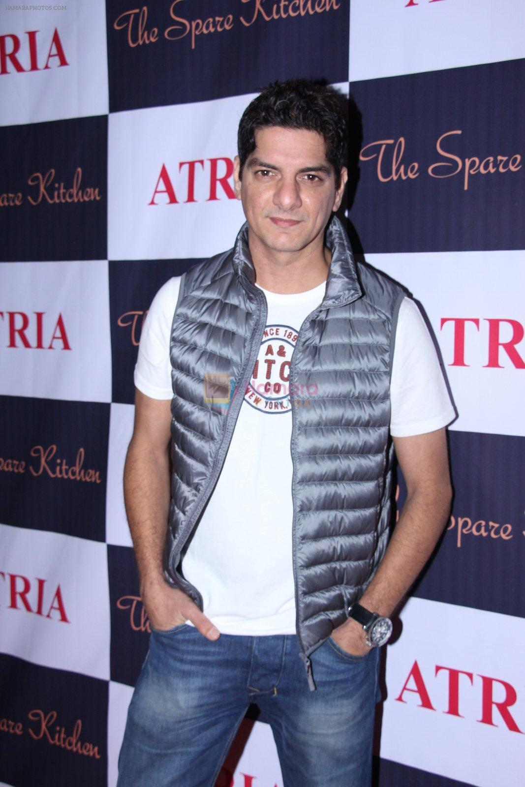 DJ Aqeel at Ritika and Kunal Vardhan's Spare Kitchen launch in Atria Mall on 25th nov 2016
