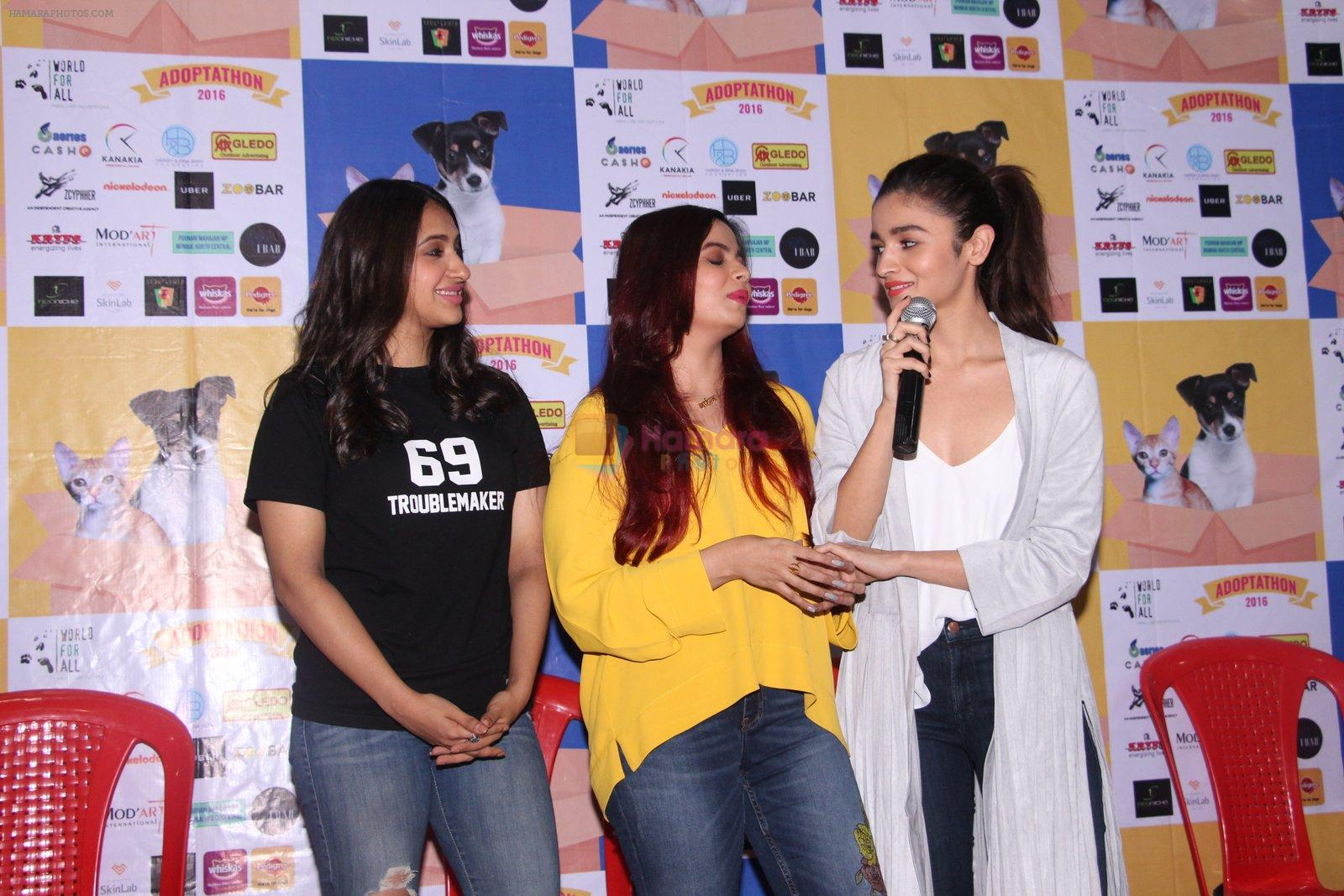 Alia Bhatt at Pet adoptation on 26th Nov 2016