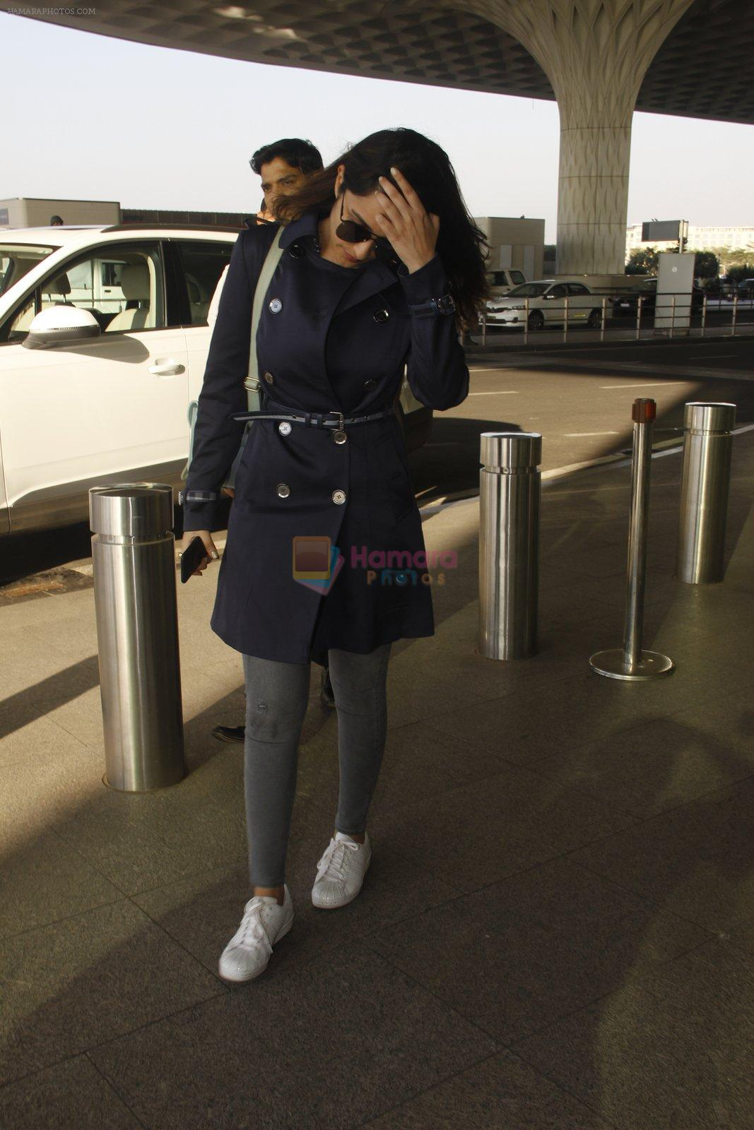 Parineeti Chopra snapped at airport on 27th Nov 2016