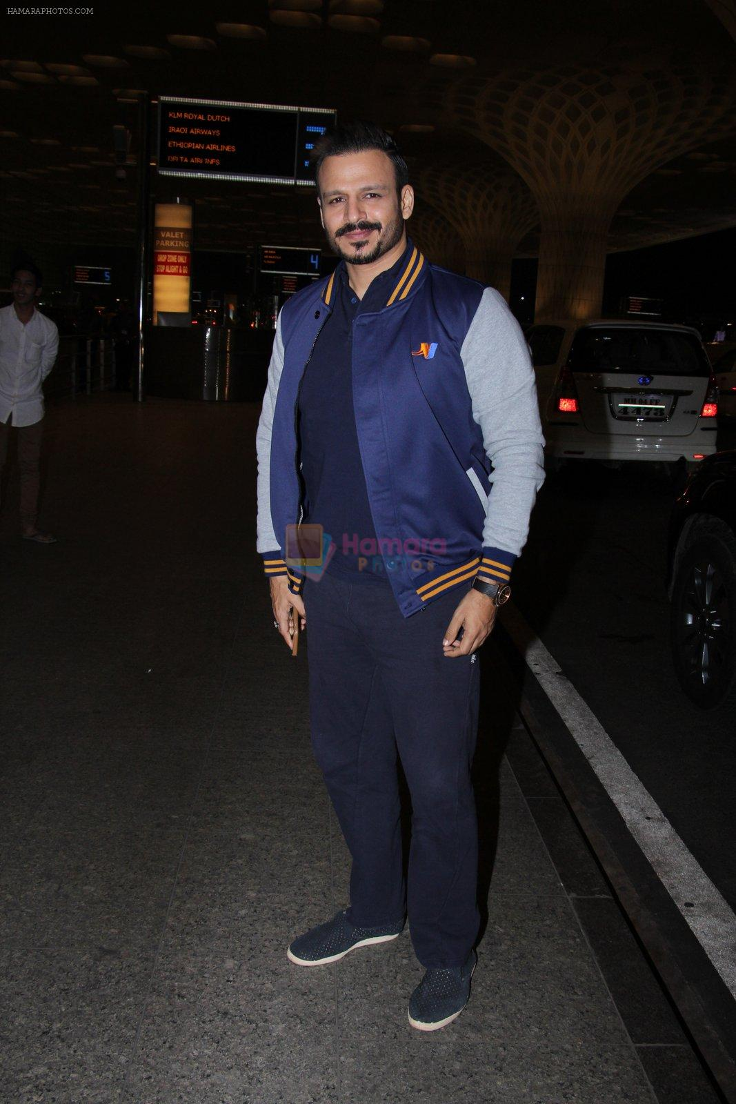 Vivek Oberoi snapped at airport on 27th Nov 2016
