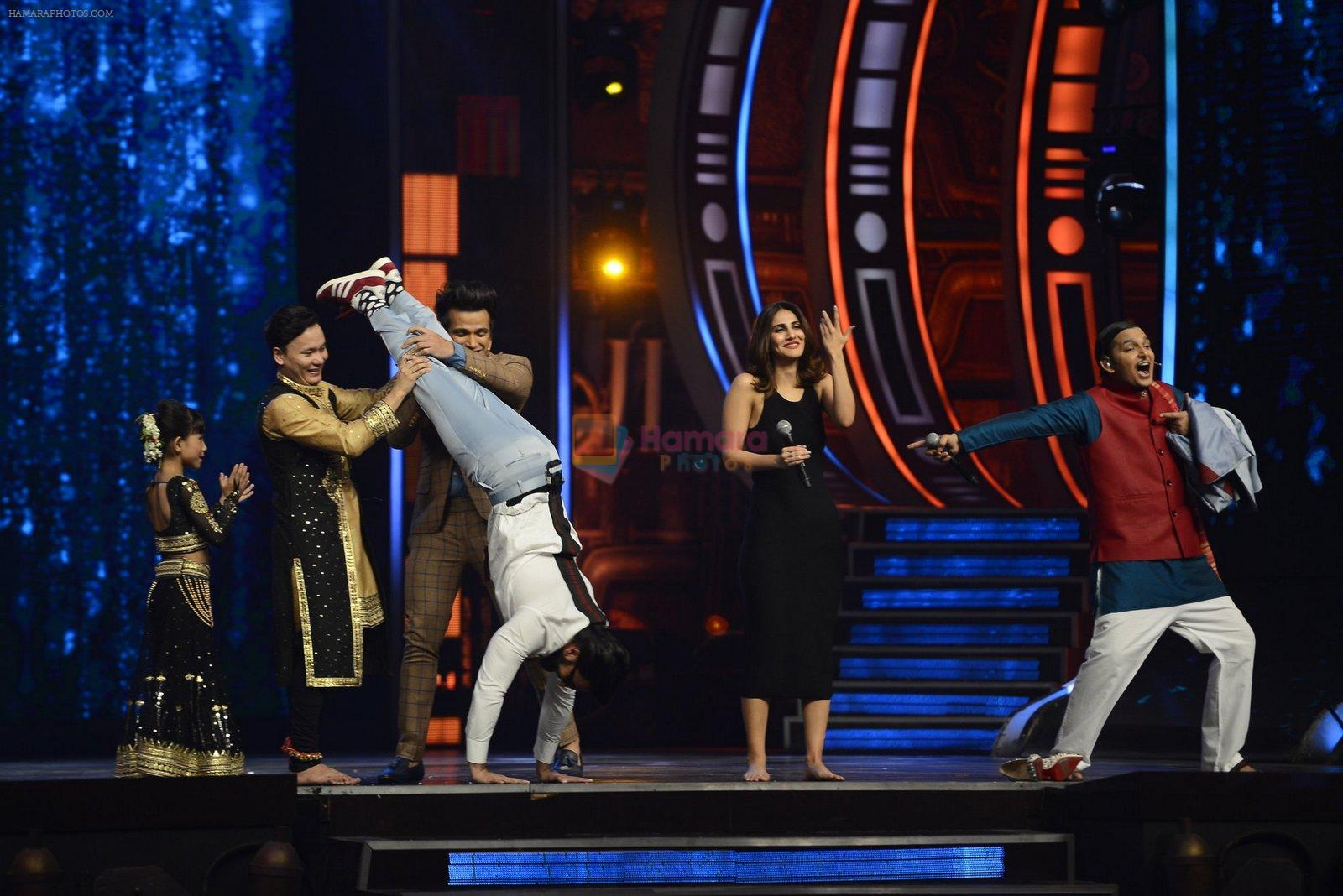 Ranveer Singh and Vaani Kapoor on the sets of Super Dancer on 27th Nov 2016