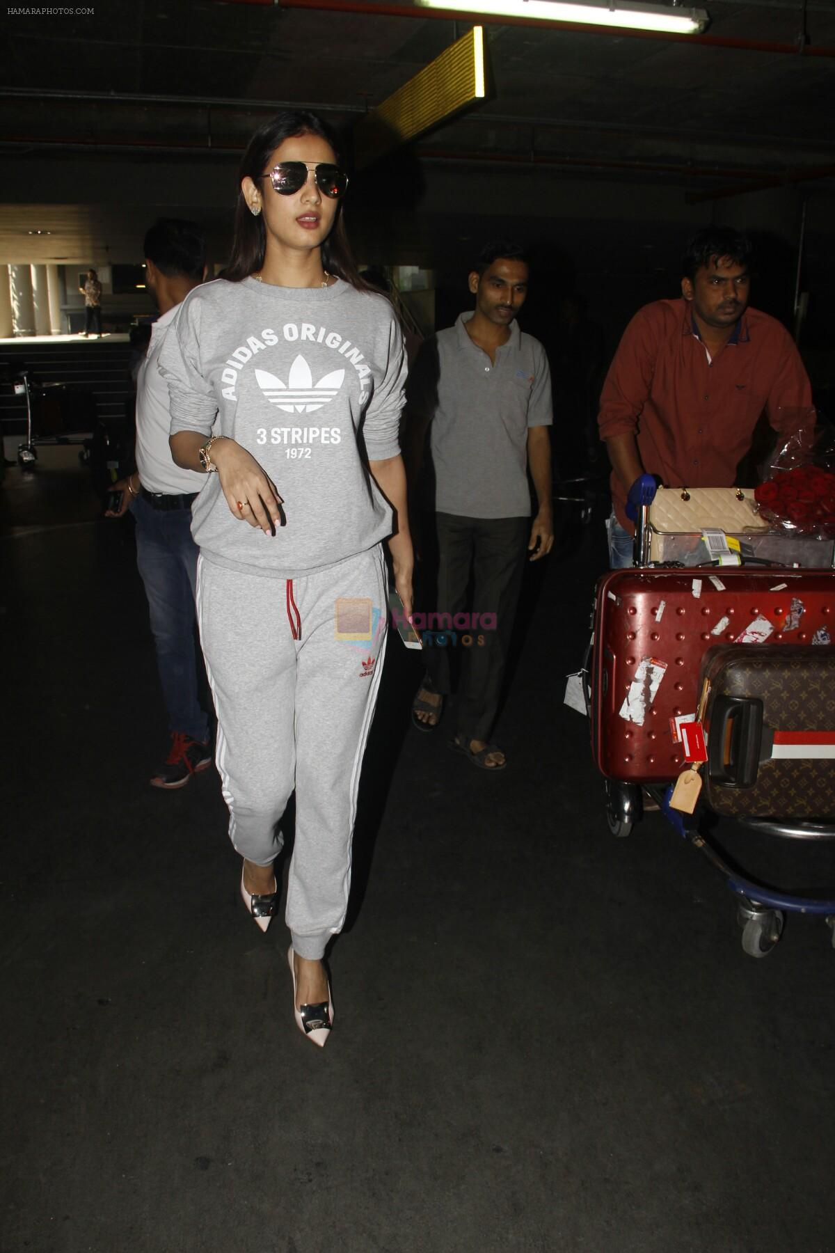 Sonal Chauhan snapped at Airport on 27th Nov 2016