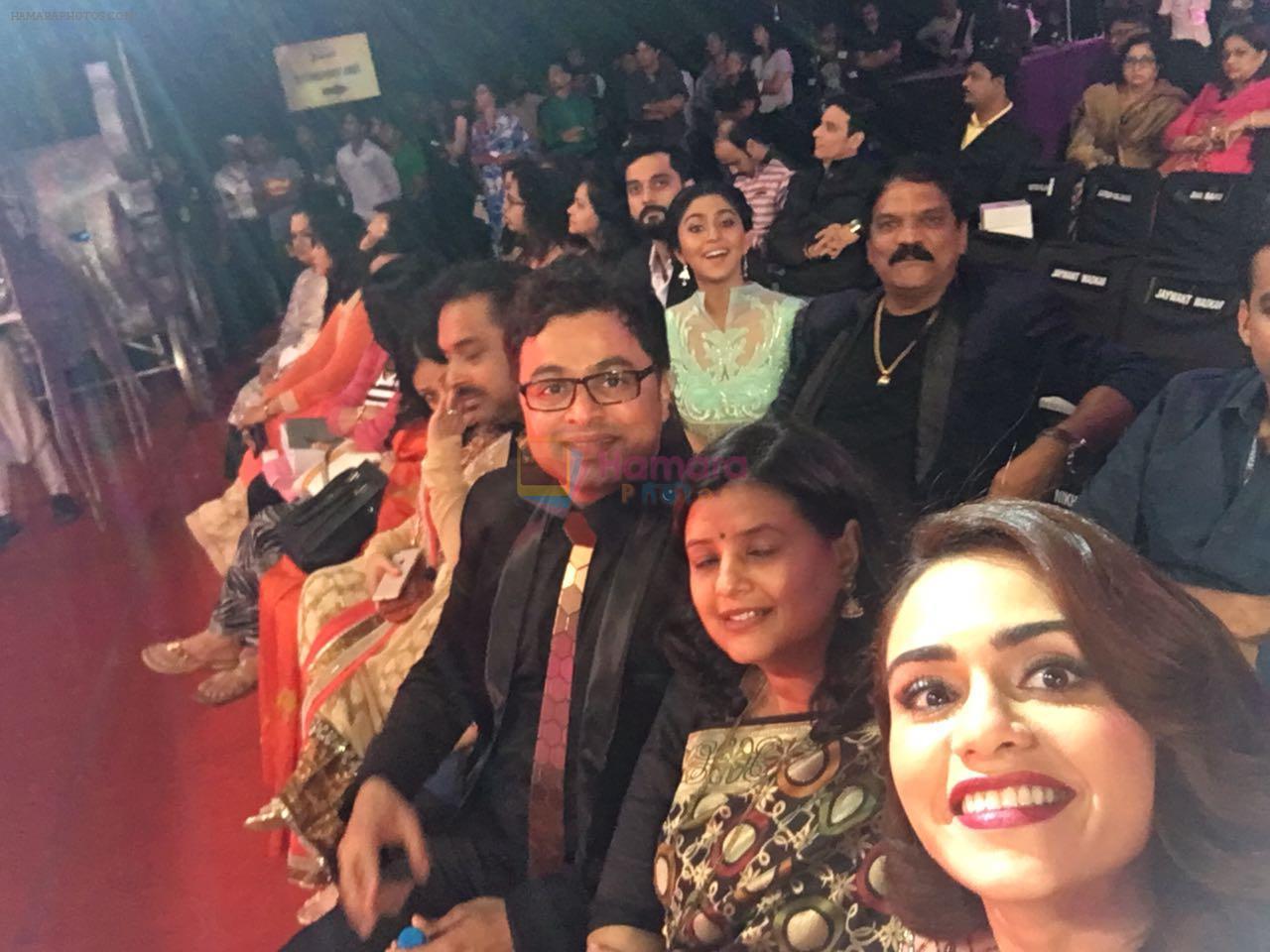 Amruta khanvilkar at Marathi filmfare awards 2016