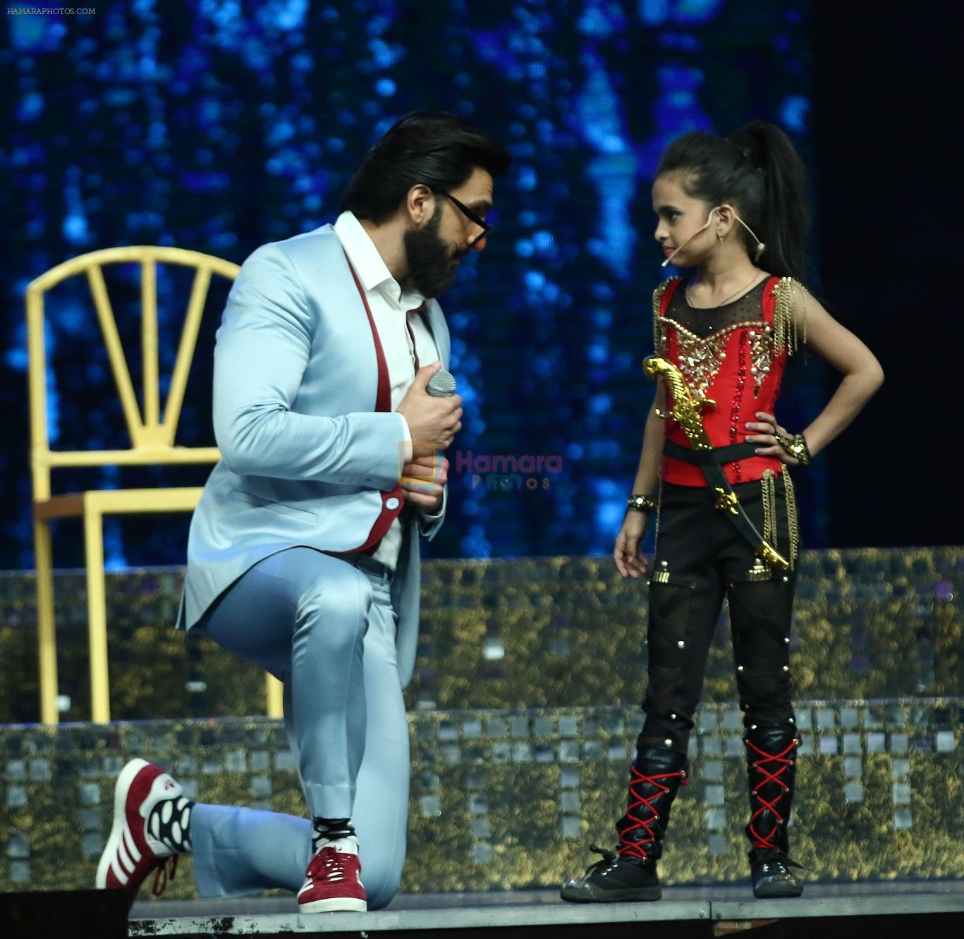 Ranveer Singh on the sets of Super Dancer on 27th Nov 2016