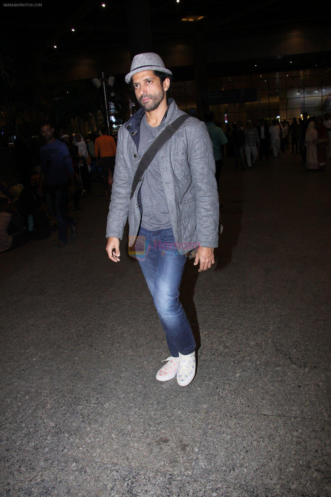 Farhan Akhtar snapped at airport on 27th Nov 2016