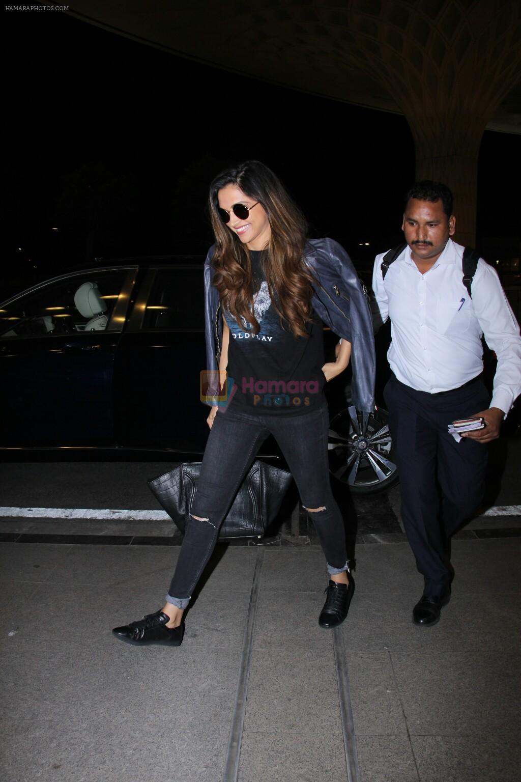 Deepika Padukone snapped at airport on 28th Nov 2016