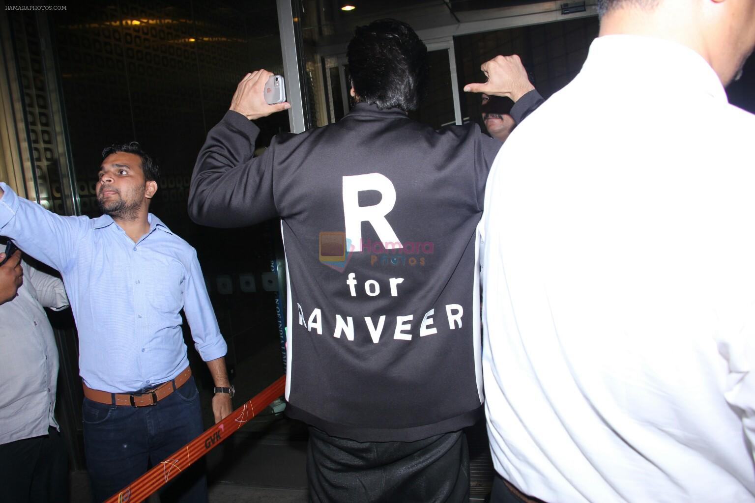 Ranveer Singh snapped at airport on 28th Nov 2016
